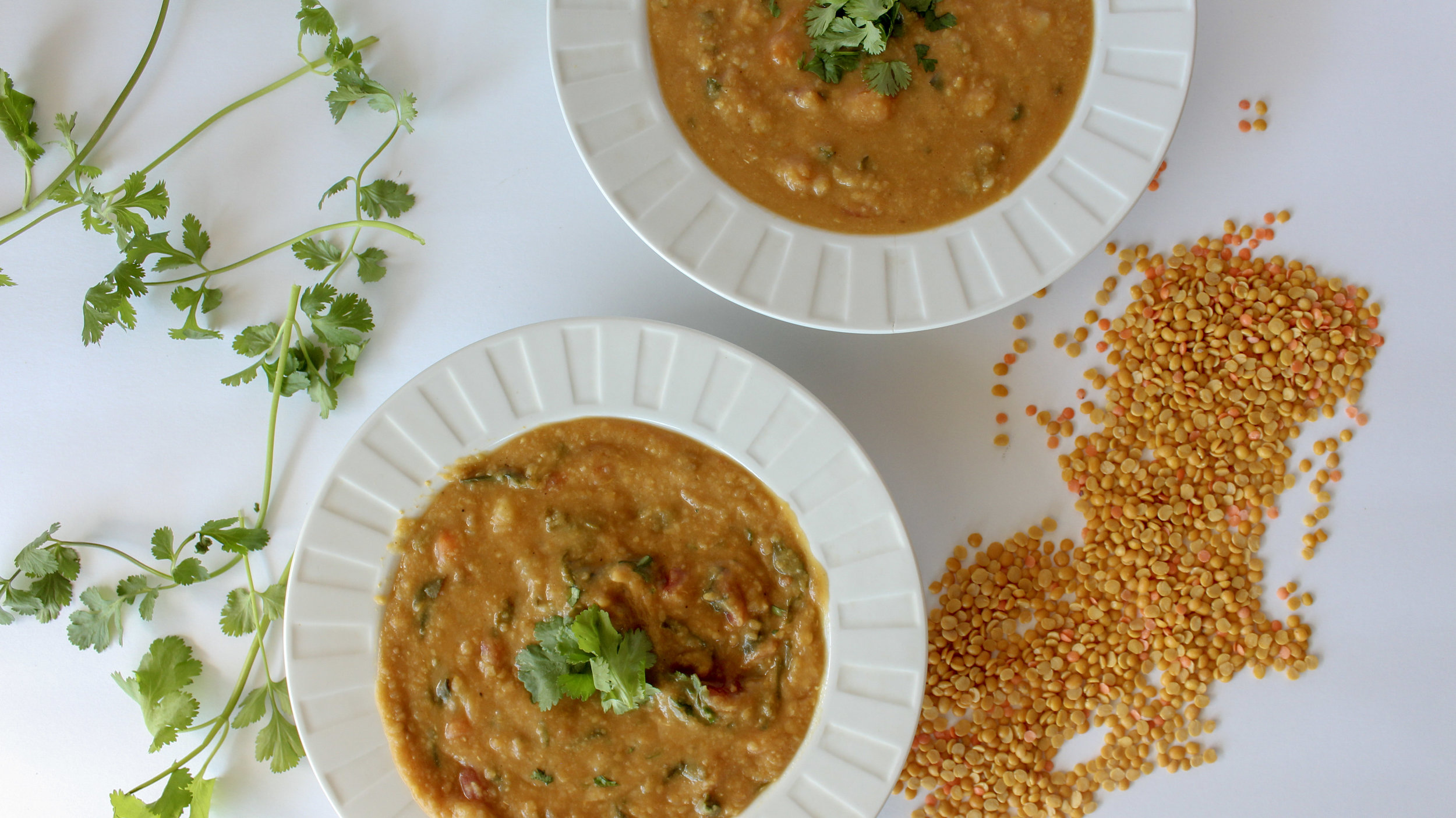 vegan slow cooker curry red lentil soup. Healthy, comforting and easy. Perfect for a cold evening when you don't feel like fussing around in the kitchen. Prepare in under 10 minutes and then let the slow cooker do the rest. Gluten free, healthy and vegan.