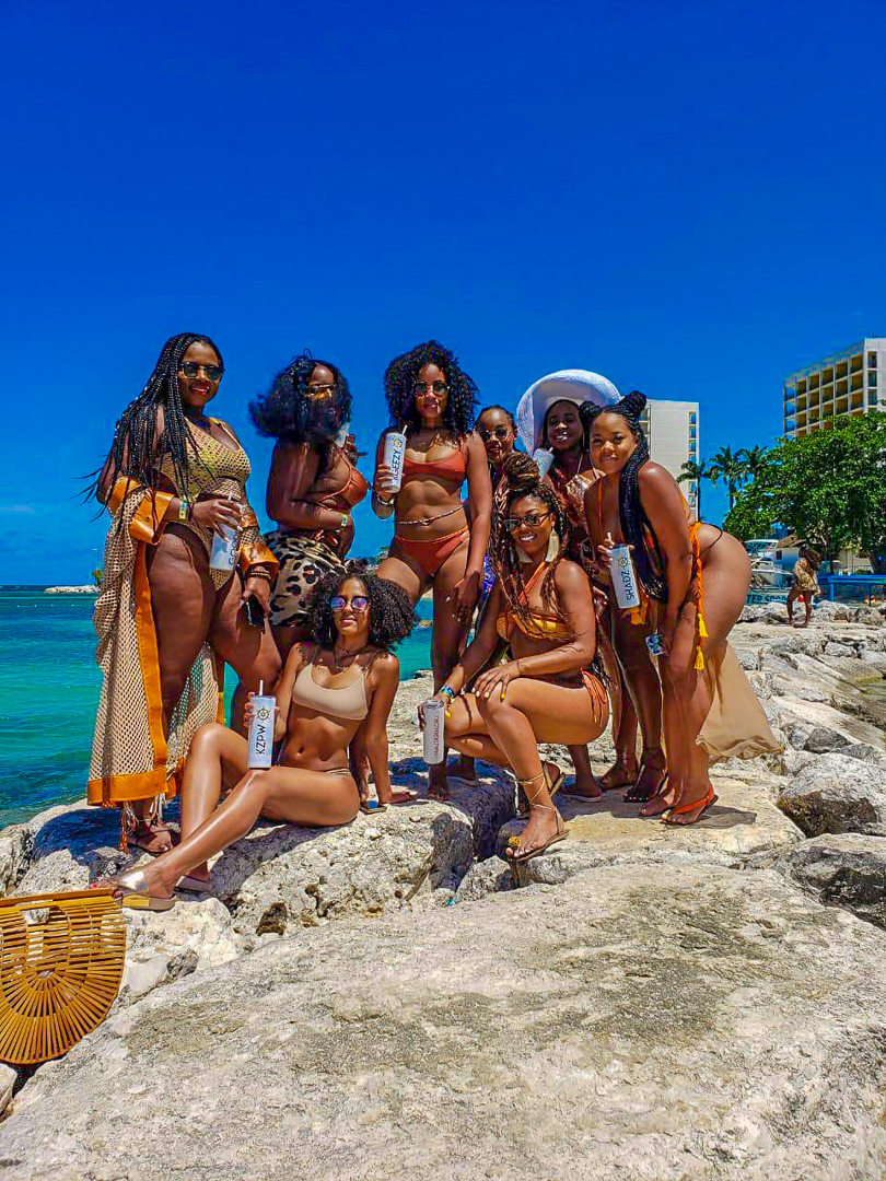 "Chantelle Mckoy and friends in Montego Bay, Jamaica - ""It's not the destination where you end up but the memories you create along the way."" IG: @Cee.lavie"