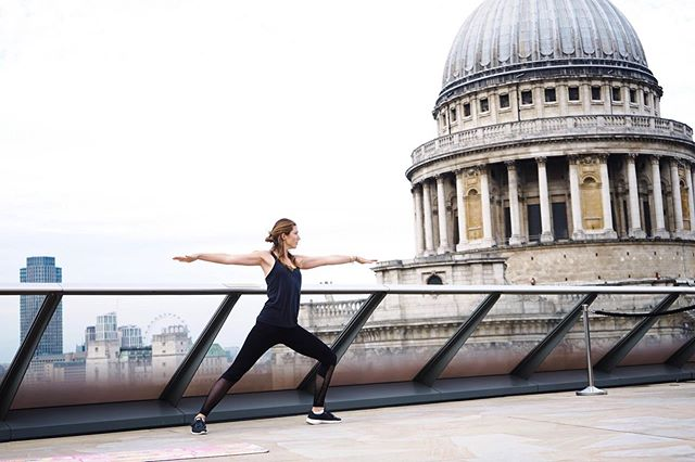 A calm beautiful morning with Yoga by St Paul's Cathedral 🧘‍♀️ ⠀ ⠀ Beautiful start to the day, with both body and mental touches. So worth the early rise ✨⠀ ⠀ ——-⠀ ⠀ 📱📲 Download the digital App:⠀ Wholesomeworld.com 🍃⠀ ⠀ Recipes.⠀ Nutritional insight.