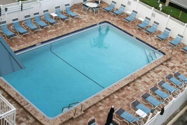 Pool_2010.jpg