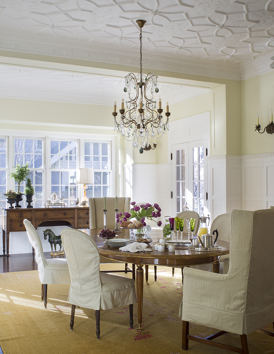 traditional interior design dining room with detailed plaster ceiling