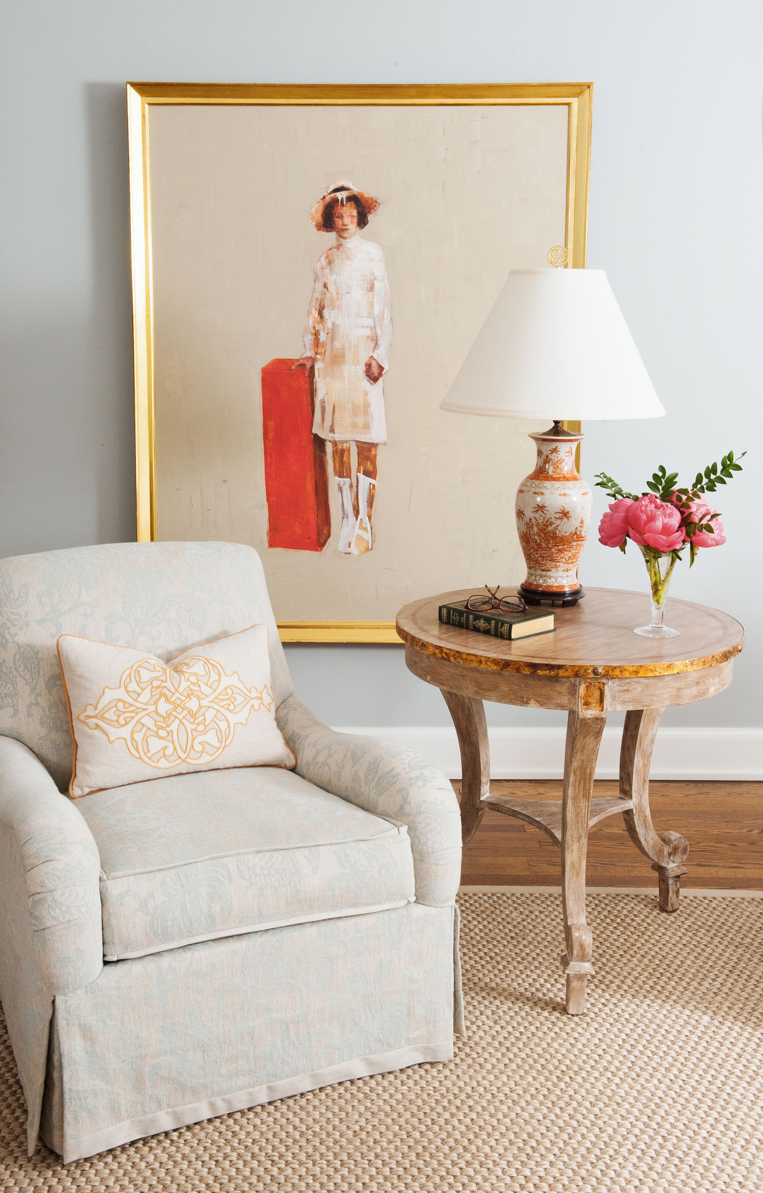 traditional interior design living room upholstered chair