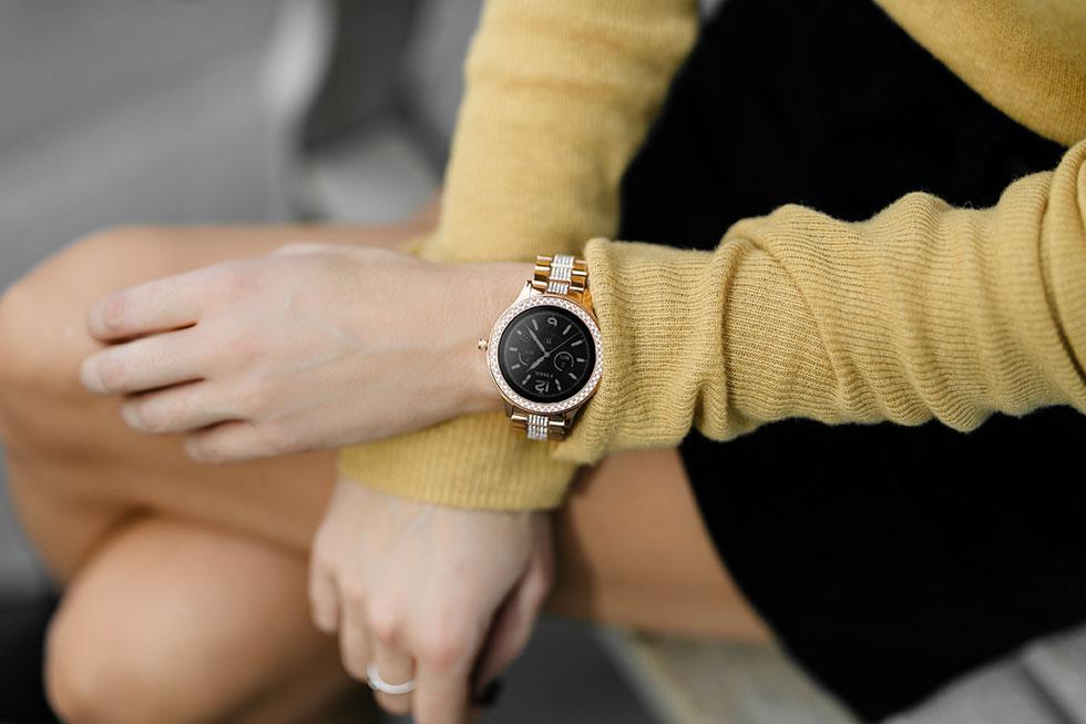 Fossil-Smartwatch-Q-Venture-Smartwatch-Gold1.jpg