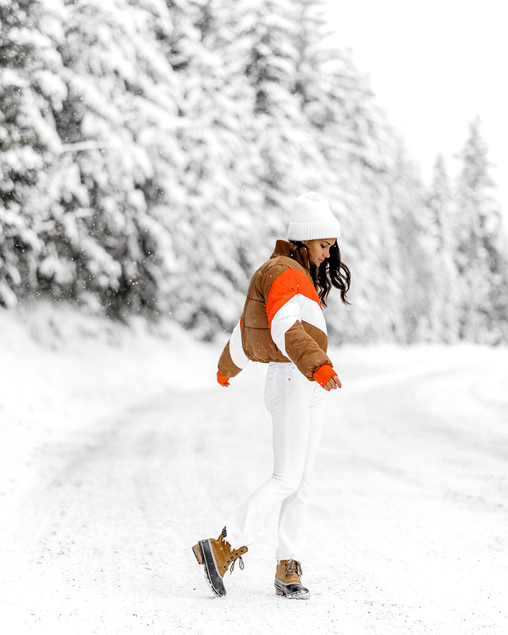 apres-ski-sweater-striped-vintage-puffer-coat-winter-snow-outfit-whistler-6.jpg