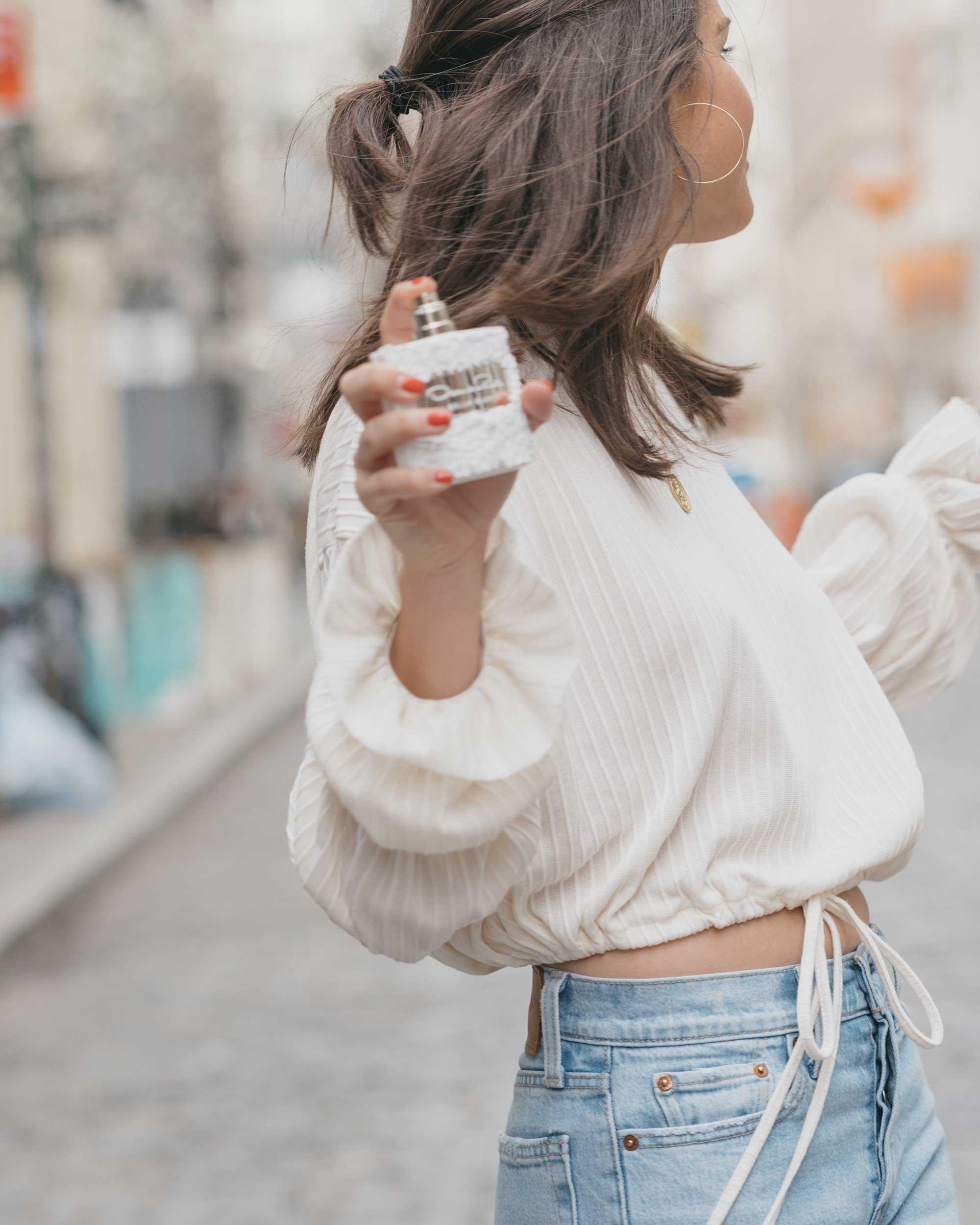 Oscar de la renta Bella Blanca perfume4.jpg