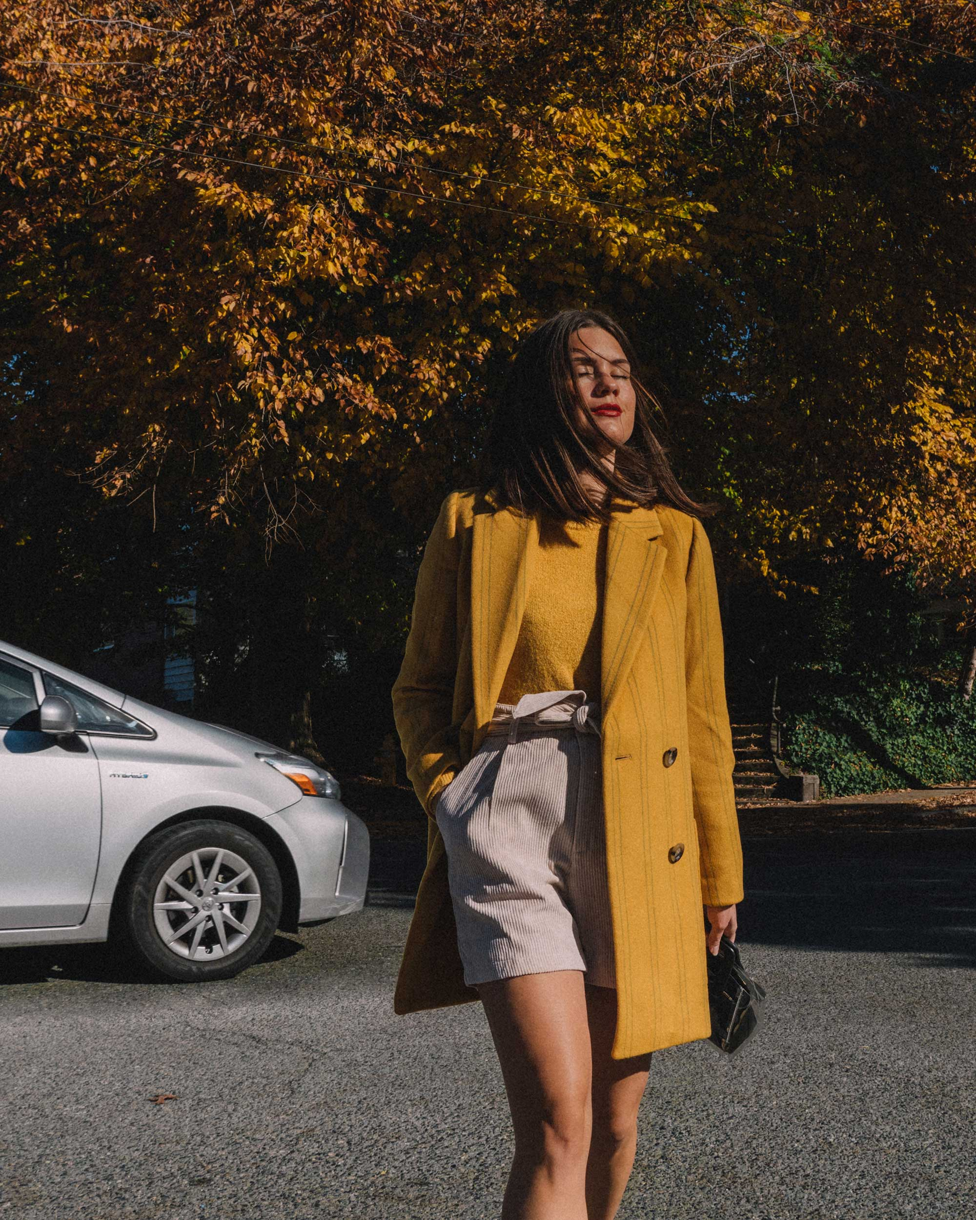 Madewell Hollis Double-Breasted Stripe Yellow Blazer Coat, corduroy shorts, fall outfit, fall leaves in Seattle 3.jpg