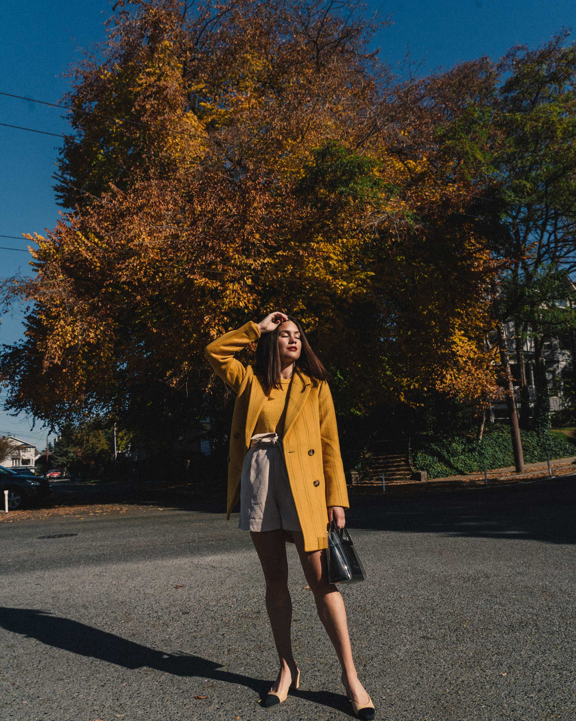Madewell Hollis Double-Breasted Stripe Yellow Blazer Coat, corduroy shorts, fall outfit, fall leaves in Seattle 2.jpg