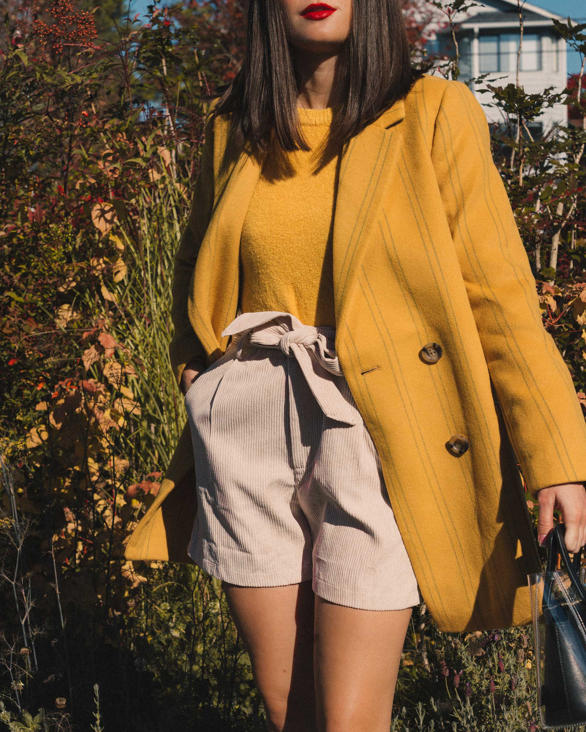 Madewell Hollis Double-Breasted Stripe Yellow Blazer Coat, corduroy shorts, fall outfit, fall leaves in Seattle 15.jpg