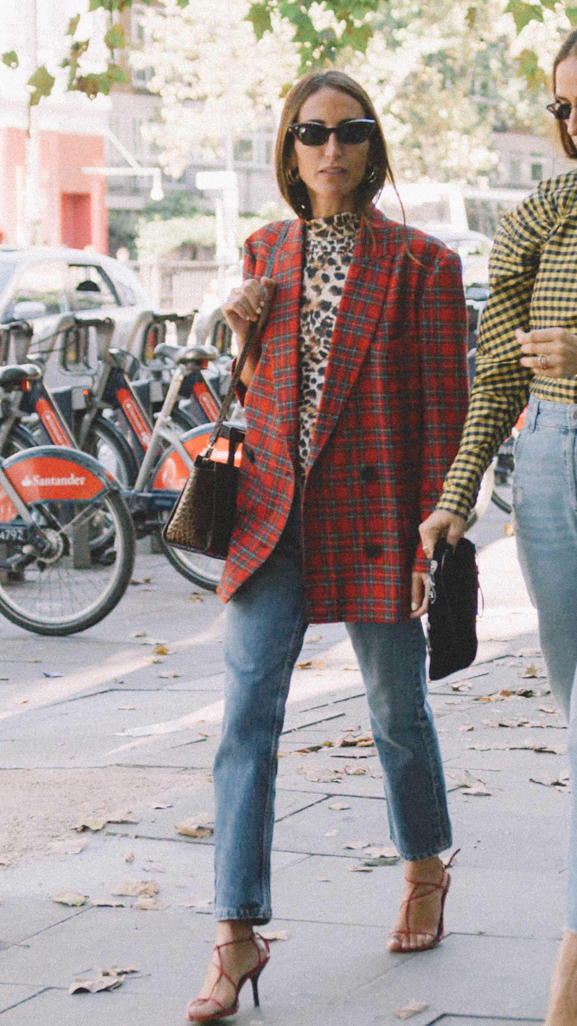 10 Easy Ways to Pull Off Animal Print, leopard turtleneck street style london.jpg