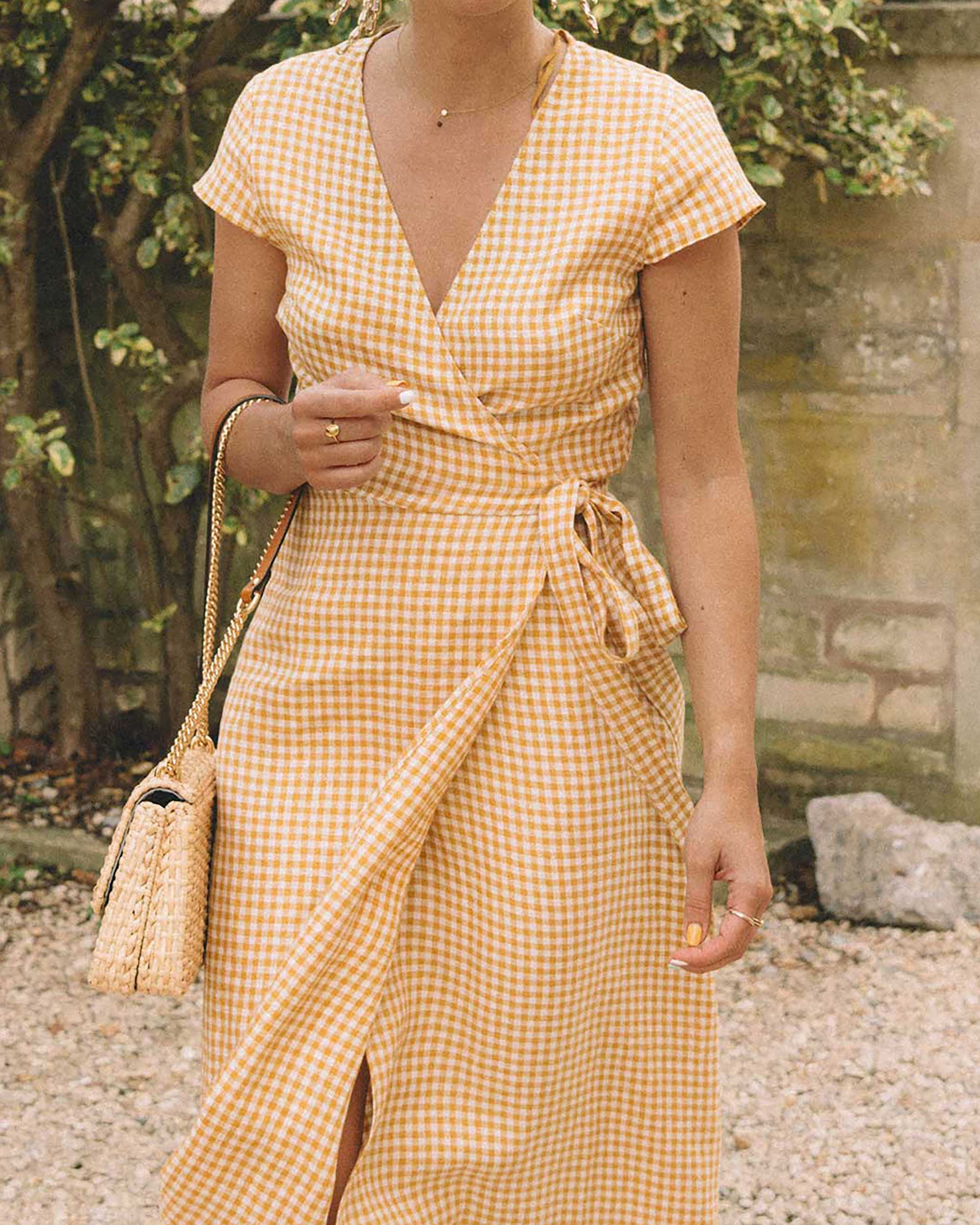 Sarah Butler of Sarah Styles Seattle explores the English Countryside Cotswolds wearing Gingham Linen Midi Wrap Dress | @sarahchristine -4.jpg