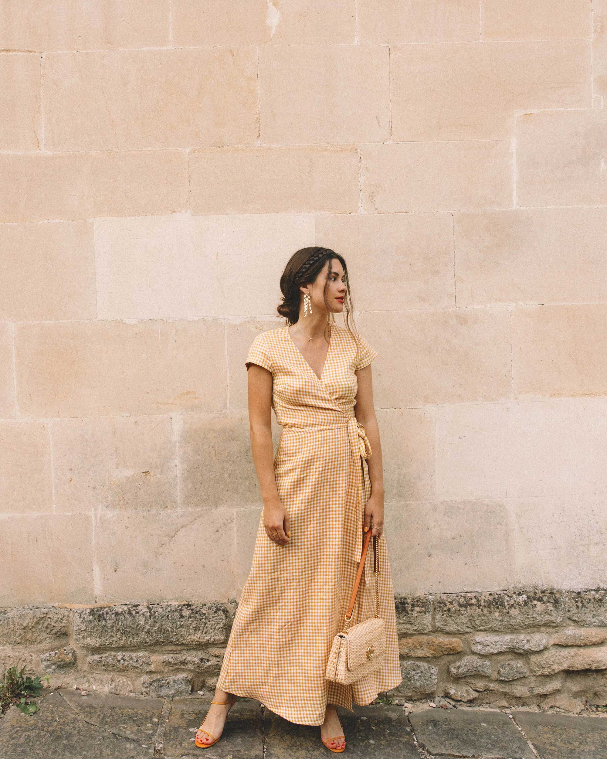 Sarah Butler of Sarah Styles Seattle explores the English Countryside Cotswolds wearing Gingham Linen Midi Wrap Dress | @sarahchristine -7.jpg