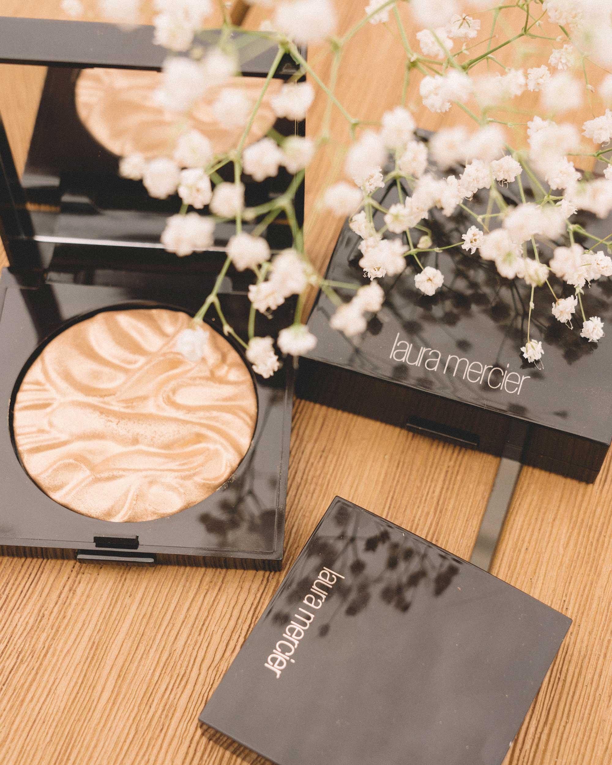 Laura-Mercier-FAce-Iluminator-Powder1.jpg