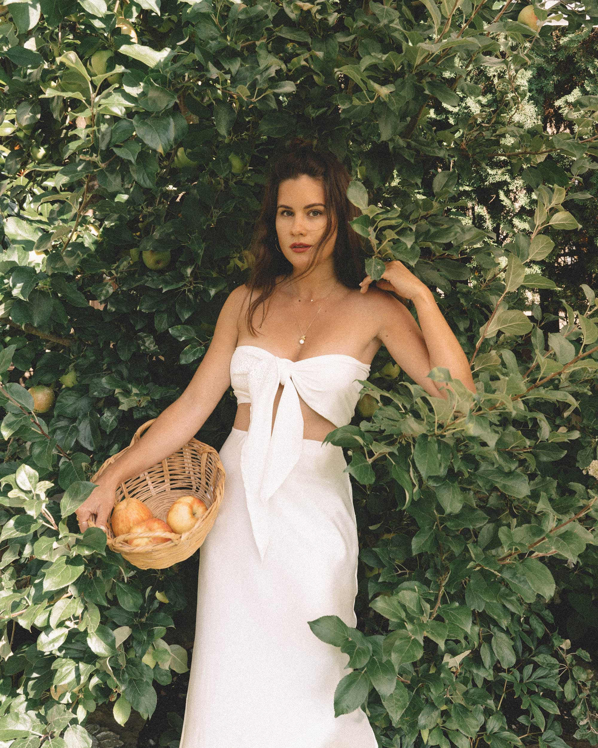 Sarah Butler of Sarah Styles Seattle apple picking in Bow Tie Bandeau Crop Tube Top and Topshop A-Line Midi Skirt at Seattle Summer Picnic  | @sarahchristine -9.jpg
