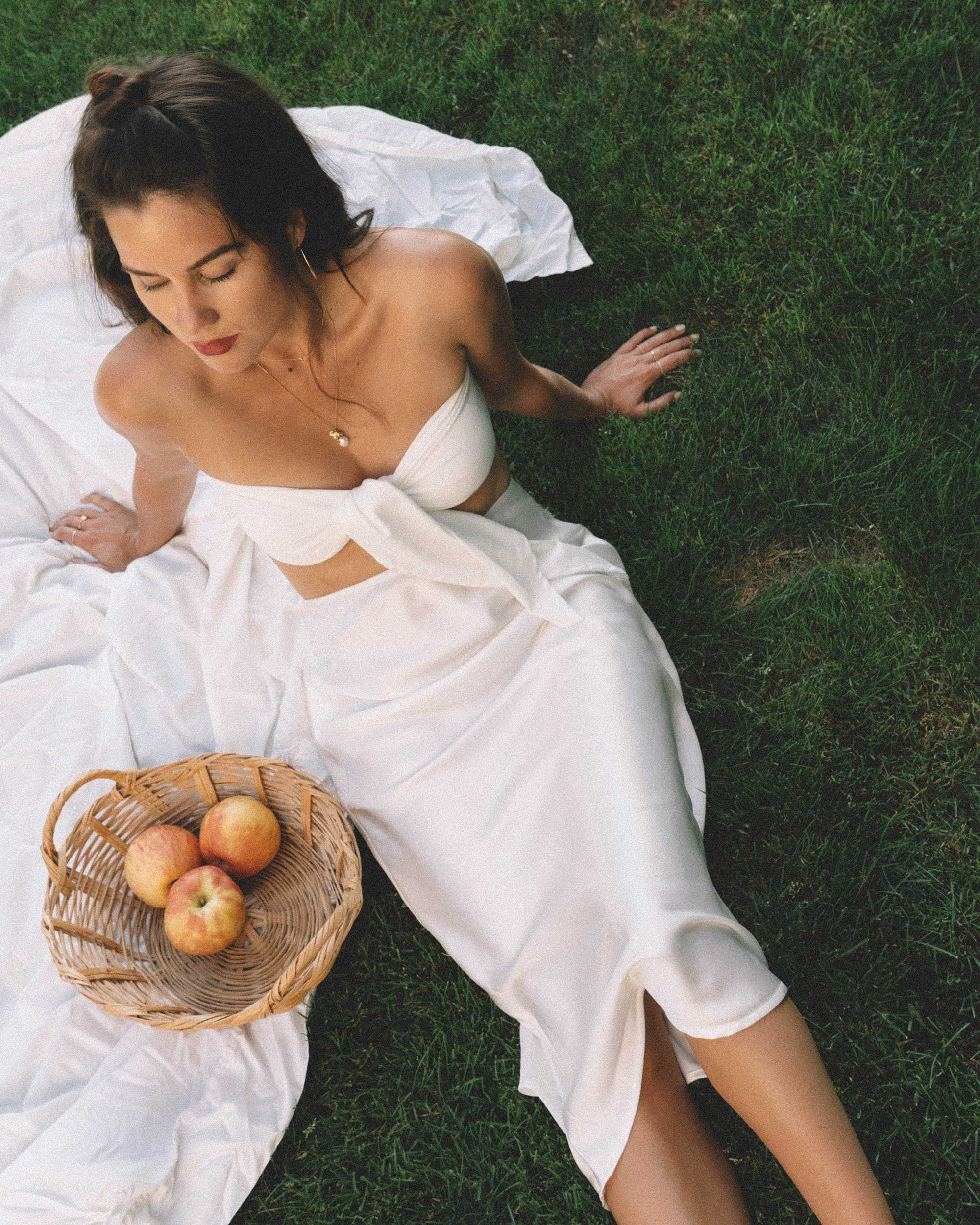 Sarah Butler of Sarah Styles Seattle apple picking in Bow Tie Bandeau Crop Tube Top and Topshop A-Line Midi Skirt at Seattle Summer Picnic  | @sarahchristine -5.jpg