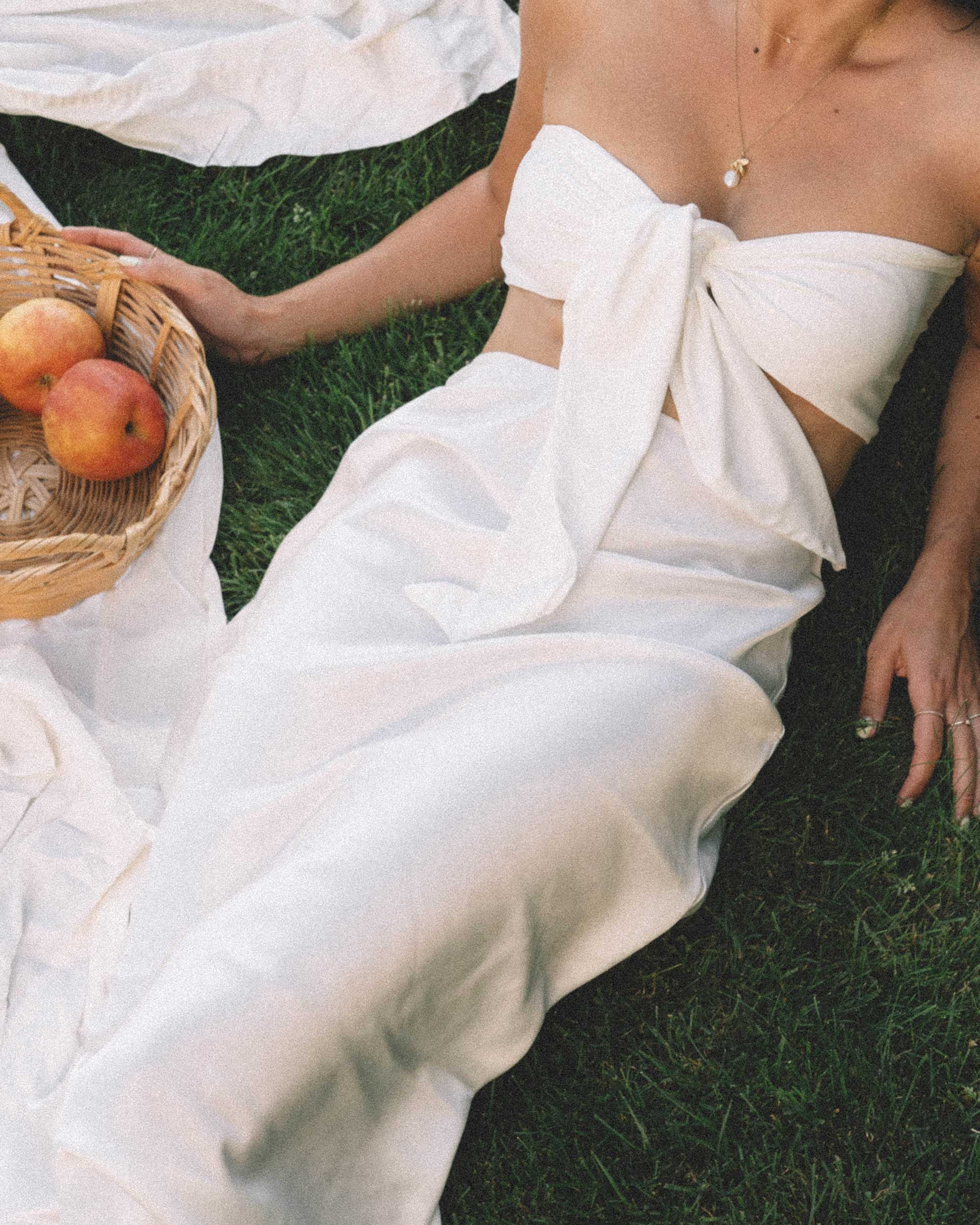 Sarah Butler of Sarah Styles Seattle apple picking in Bow Tie Bandeau Crop Tube Top and Topshop A-Line Midi Skirt at Seattle Summer Picnic  | @sarahchristine -1.jpg