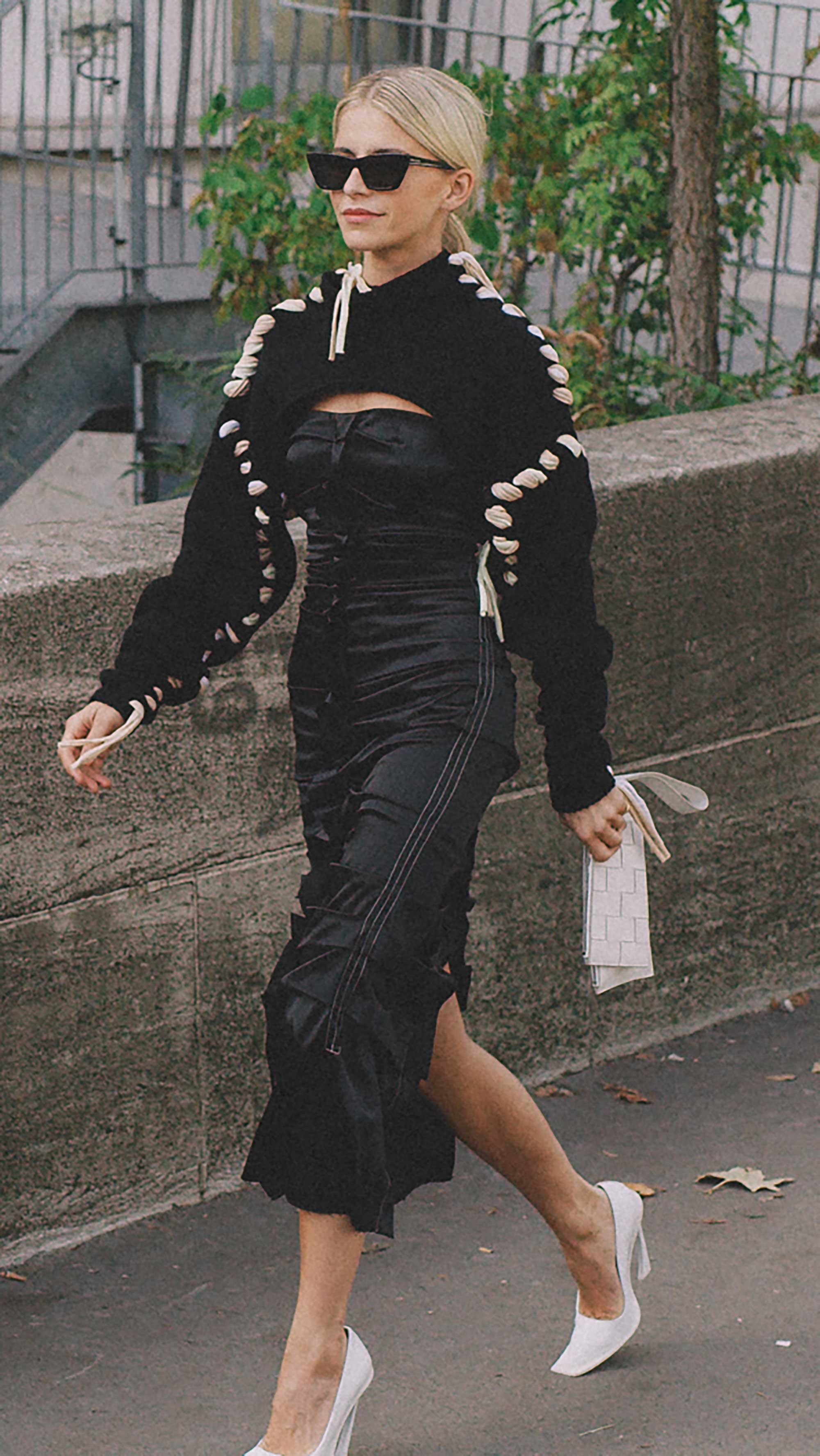 Best outfits of Paris Fashion Week street style 2019 day four PFW SS20 Photo by @J2martinez Jose J. Martinez -12.jpg