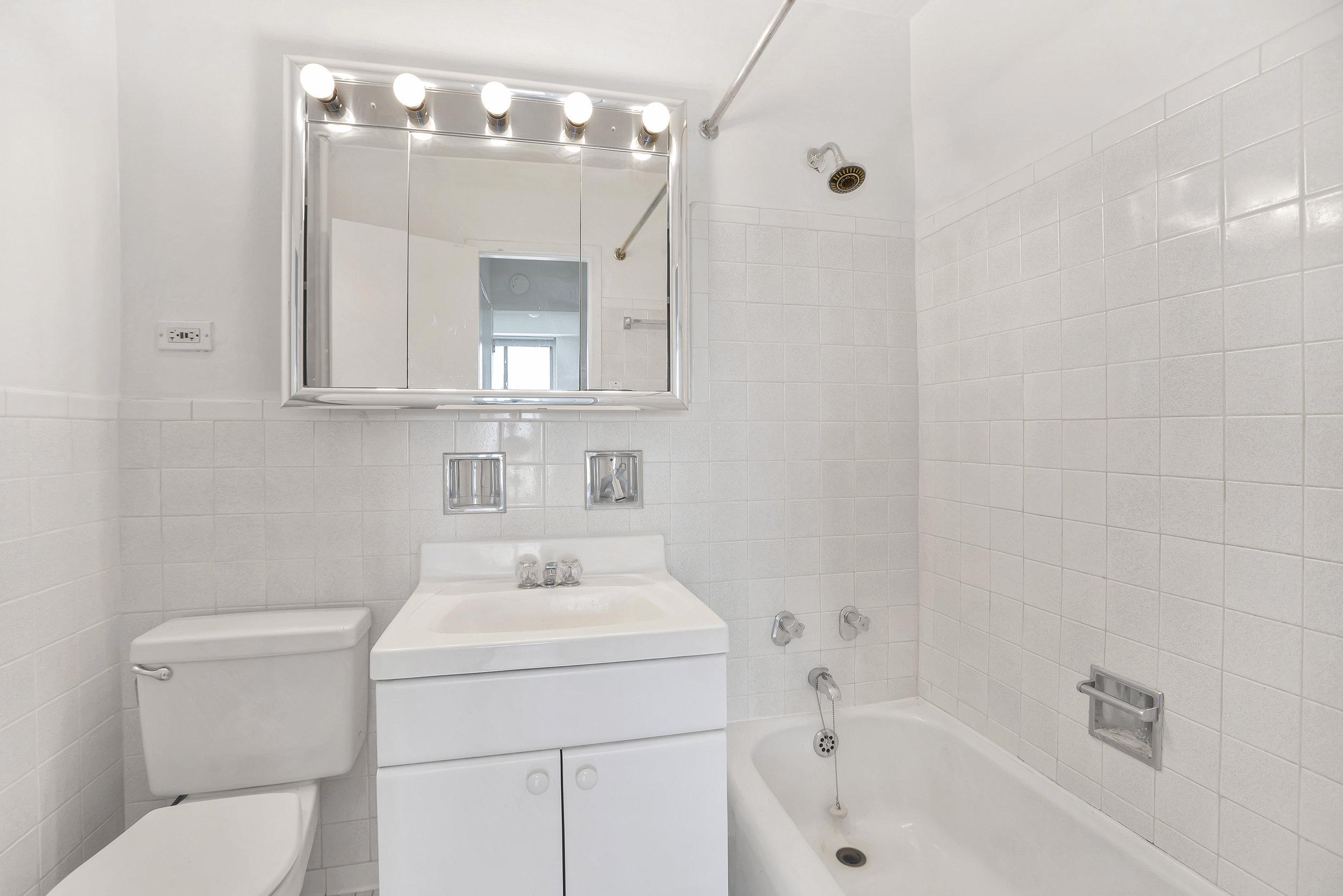 400cpw16f-bath.jpg