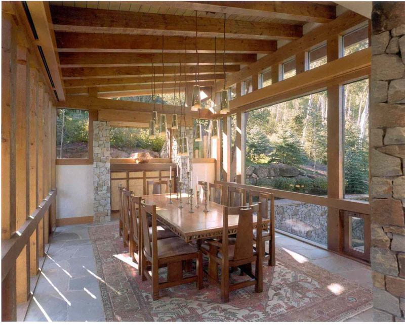 Drive under, three sided glass - Treehouse Dining room.