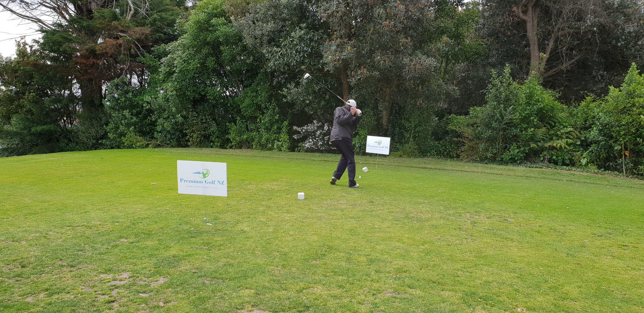 PreMiUM GOLF NZ Guest Teeing off in round 1 of the 2018/2019 premium golf NZ Twilight series at maungakiekie
