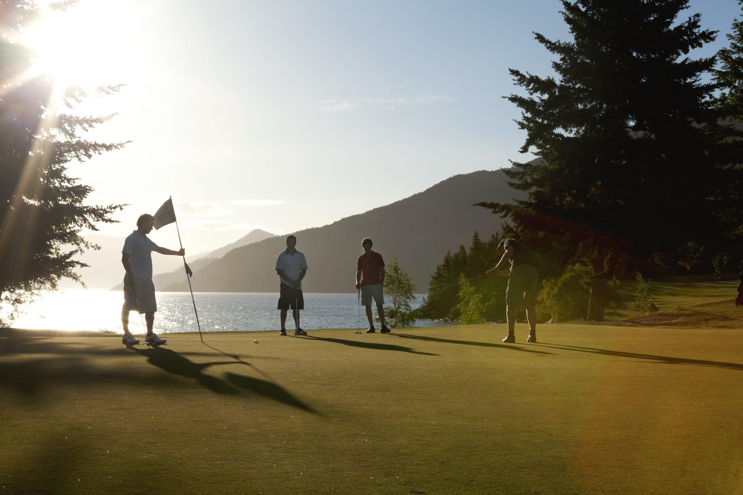 An evening round of golf in spring.jpg