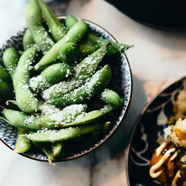 🌱 Add some green to your meal like these classic edamame beans 💚 . . . . #plantbased #vegan #green #edamame #betsubara #japan #janpieterheije #ramen #noodles #saturday #veggies #healthy #snack #classic
