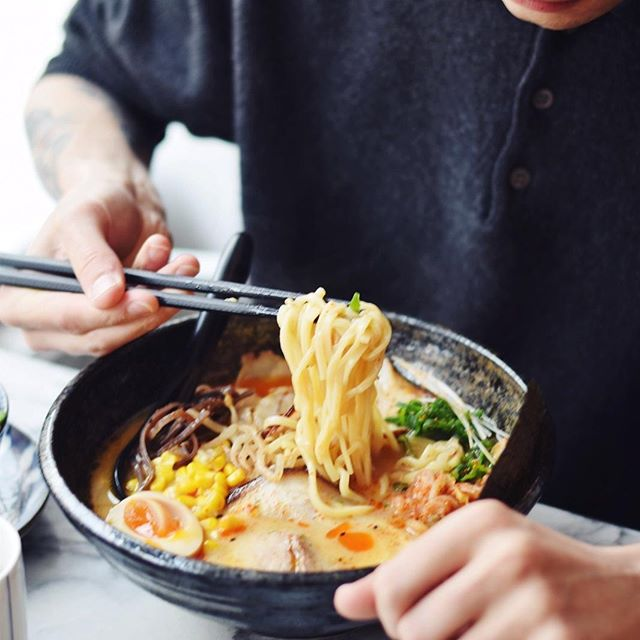 • Miso ramen • A creamy pork and chicken broth with ramen noodles, homemade cha sieuw, corn, kimchi, egg, bean sprouts and nori. 🤩 . . . #favorite #egg #ramen #noodles #miso #kimchi #corn #betsubara #west #amsterdam #love #for #food #chopsticks #betsuboys