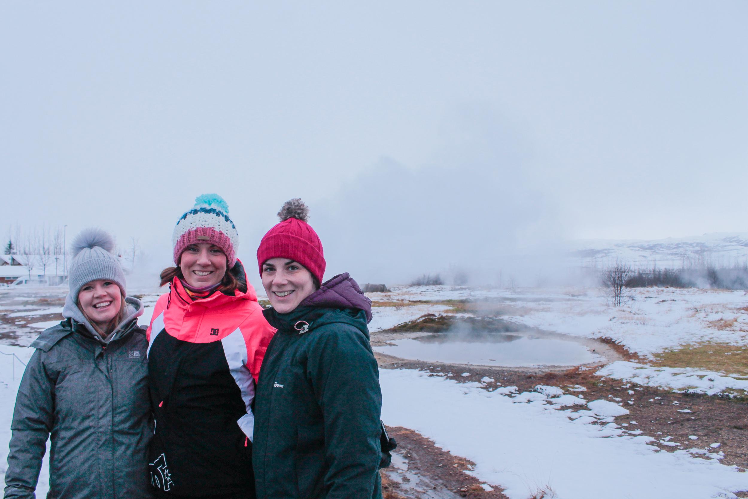 Wild retreaters exploring Geysir