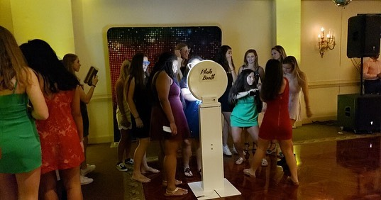One of our selfie stations at a Sweet 16 party this past weekend. We did a custom disco themed layout and guest had a choice of photos, GIFs or boomerangs.