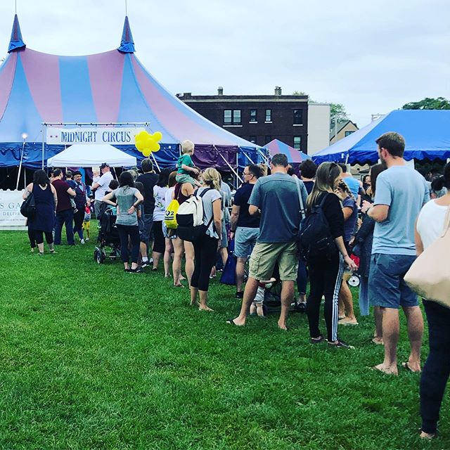 The lines are only getting longer...get those tickets while you still can! 😊🎪Link in Bio. #chicago #circus #midnightcircus #circusintheparks