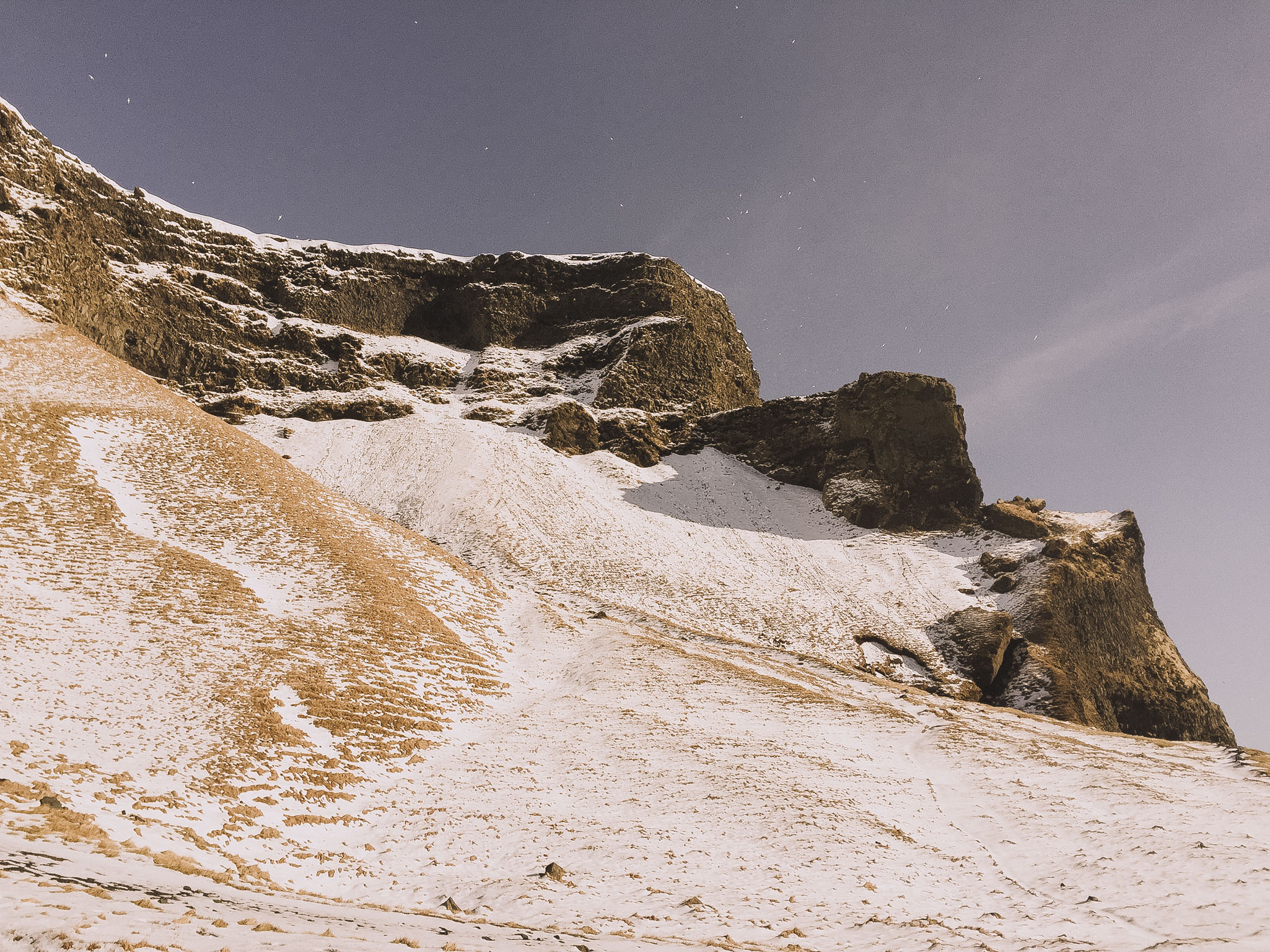 Road-trip-Islande-Iceland-Voyage-Travel-Portrait-Jérémy-Boyer-Sunny-day-Vik-black-sand-beach-sable-noir-Reynifjara-1.jpg