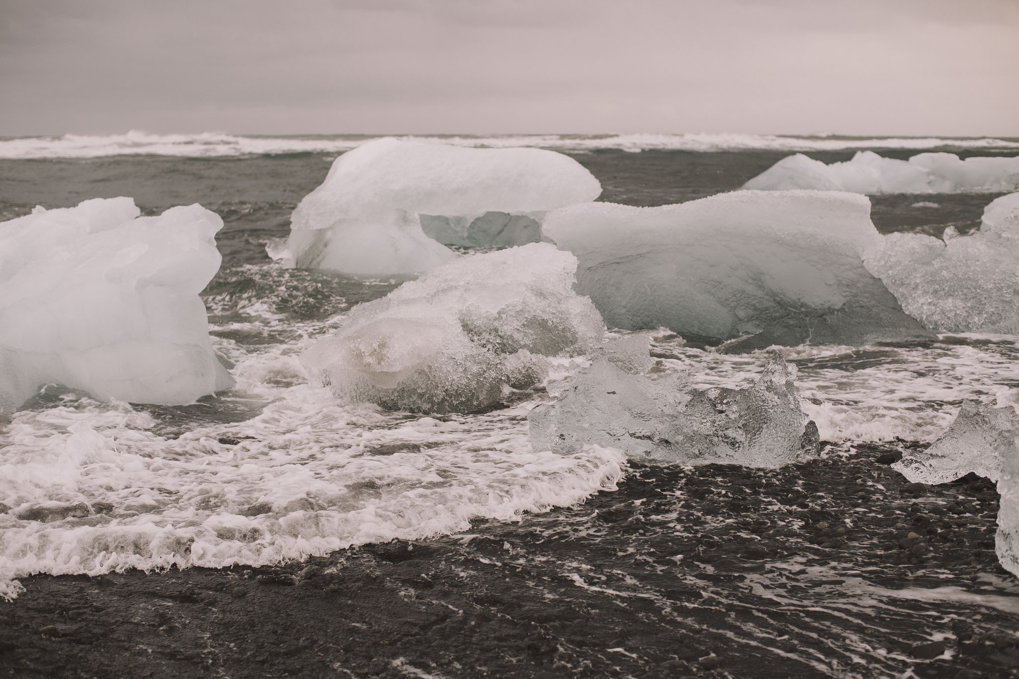 Road-trip-Islande-Iceland-Voyage-Travel-Portrait-Jérémy-Boyer-Jokulsarlon-Ice-Beach-plage-glace-12.jpg