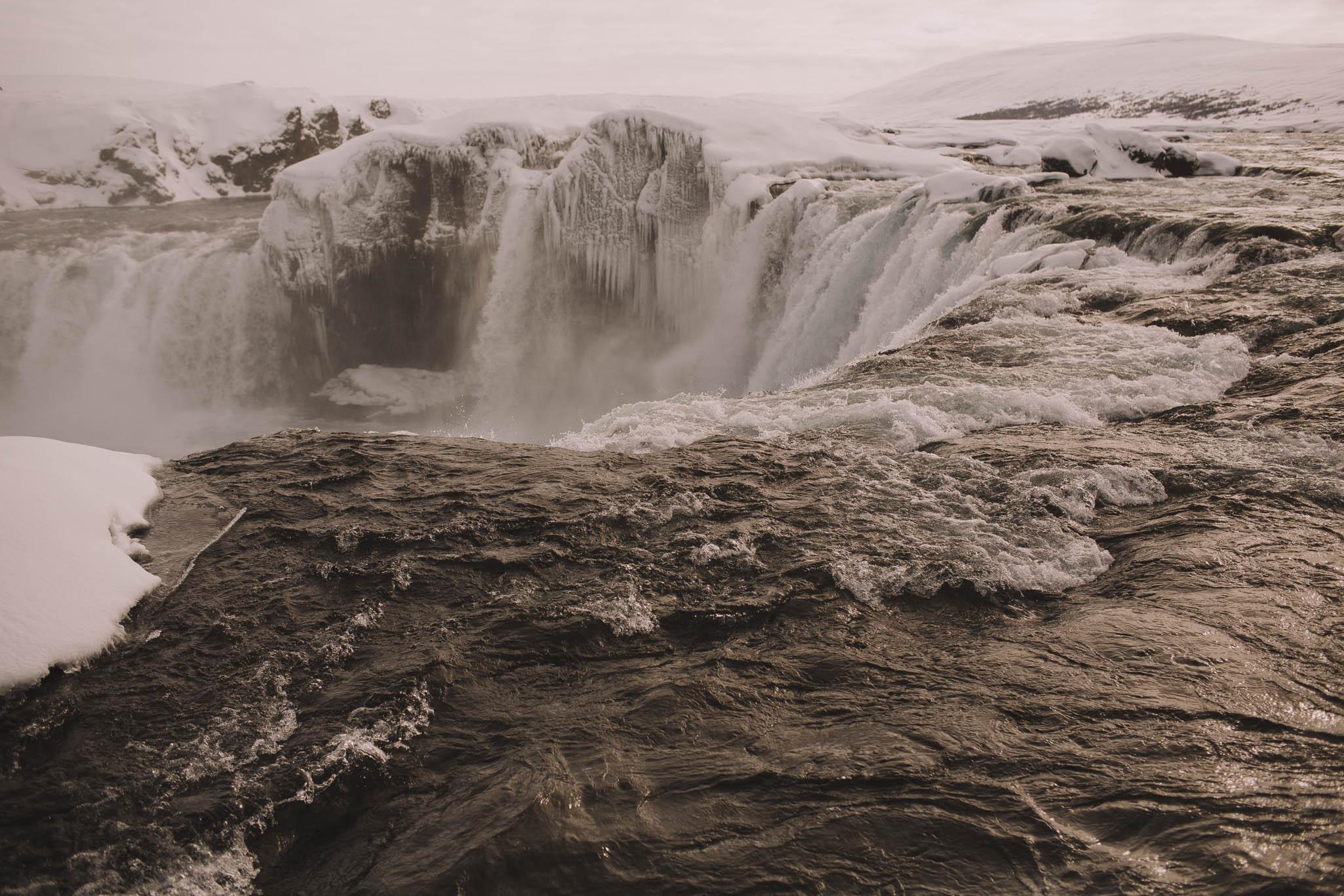 Road-trip-Islande-Iceland-Voyage-Travel-Portrait-Jérémy-Boyer-Godafoss-2.jpg