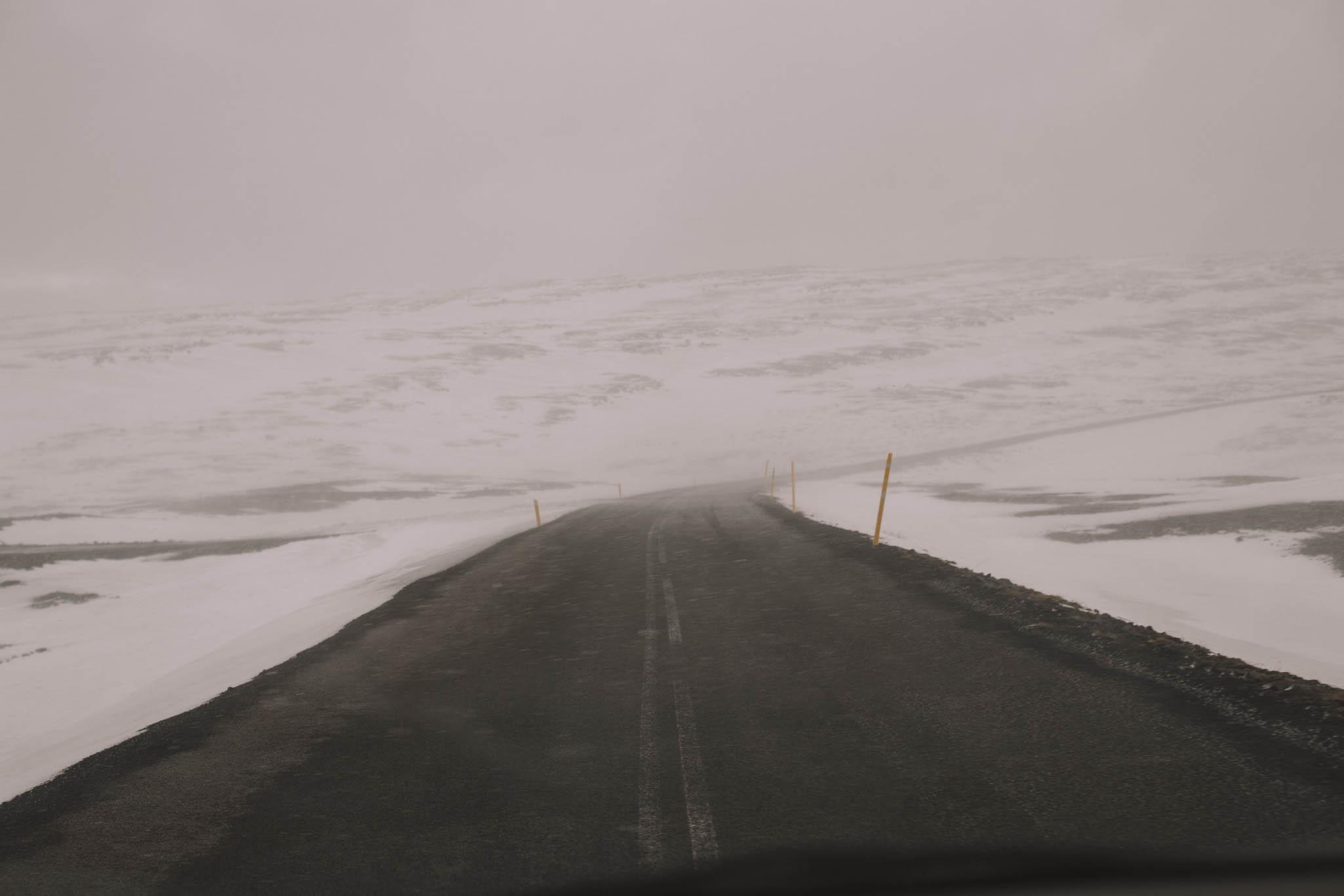 Road-trip-Islande-Iceland-Voyage-Travel-Portrait-Jérémy-Boyer-mountain-montagne-snow-storm-tempete-neige-4.jpg