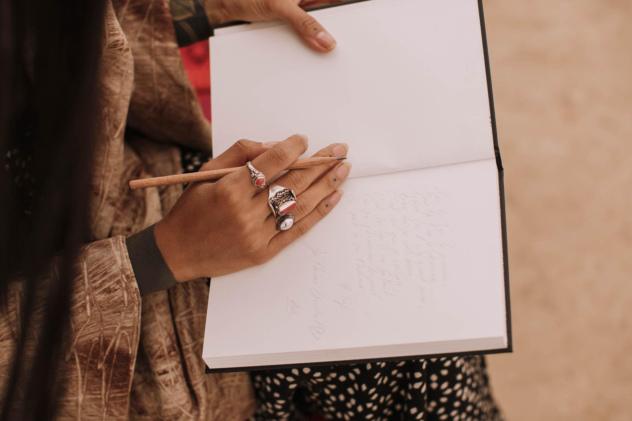Spain-wedding-photographer-bardenas-reales-jeremy-boyer-photographe-mariage-bordeaux-floral-wedding-dress-robe-48.jpg