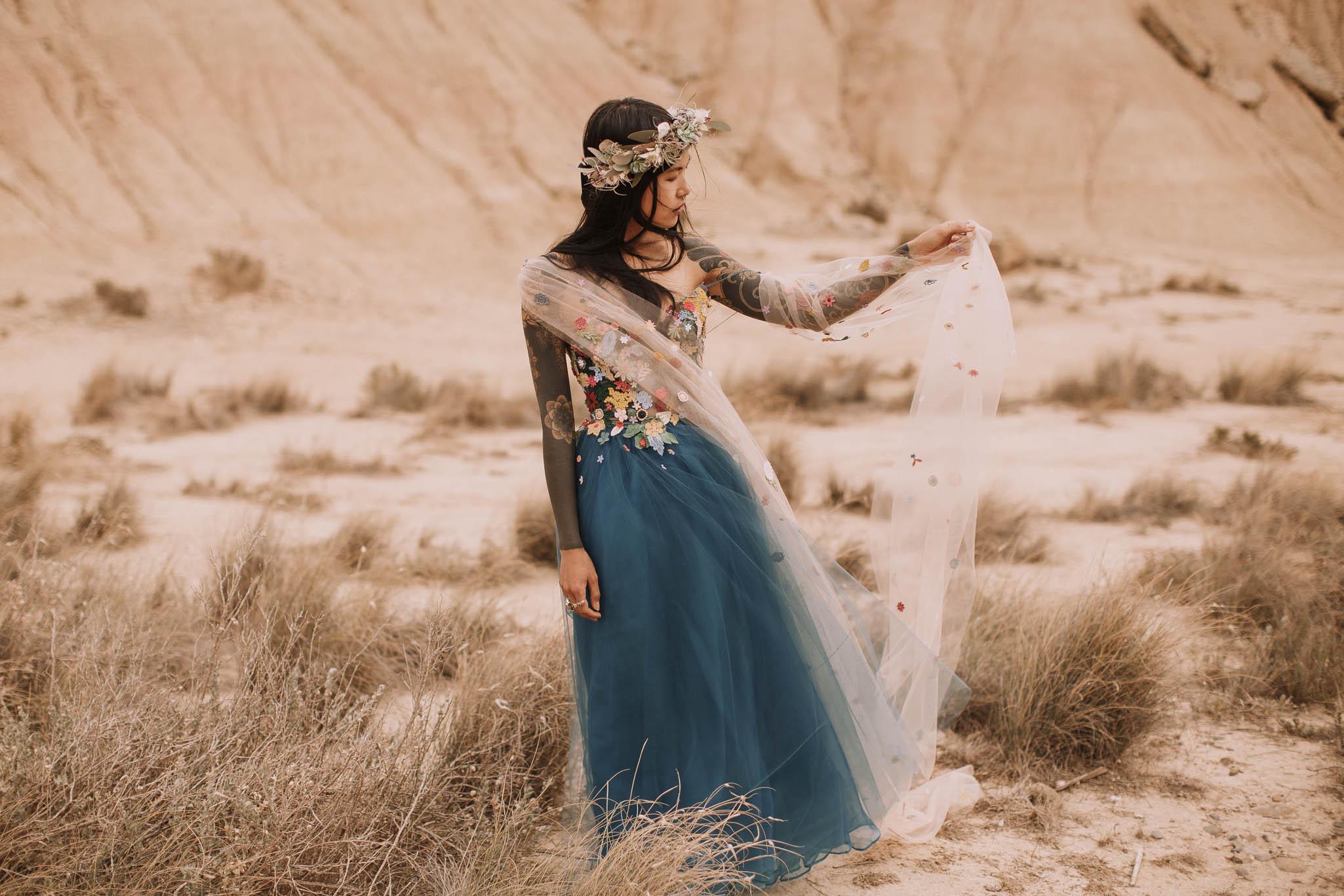 Spain-wedding-photographer-bardenas-reales-jeremy-boyer-photographe-mariage-bordeaux-floral-wedding-dress-robe-69.jpg