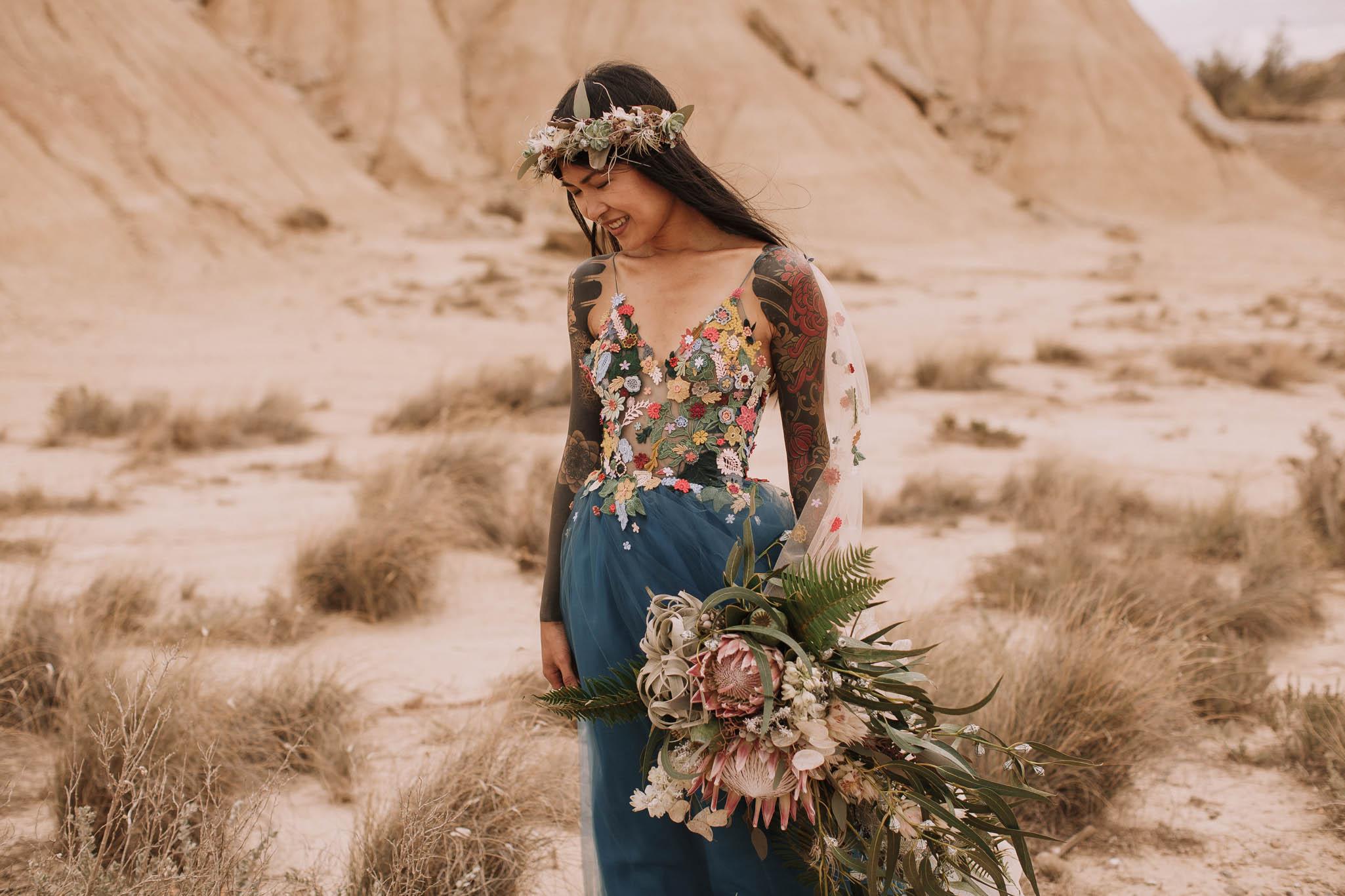 Spain-wedding-photographer-bardenas-reales-jeremy-boyer-photographe-mariage-bordeaux-floral-wedding-dress-robe-72.jpg