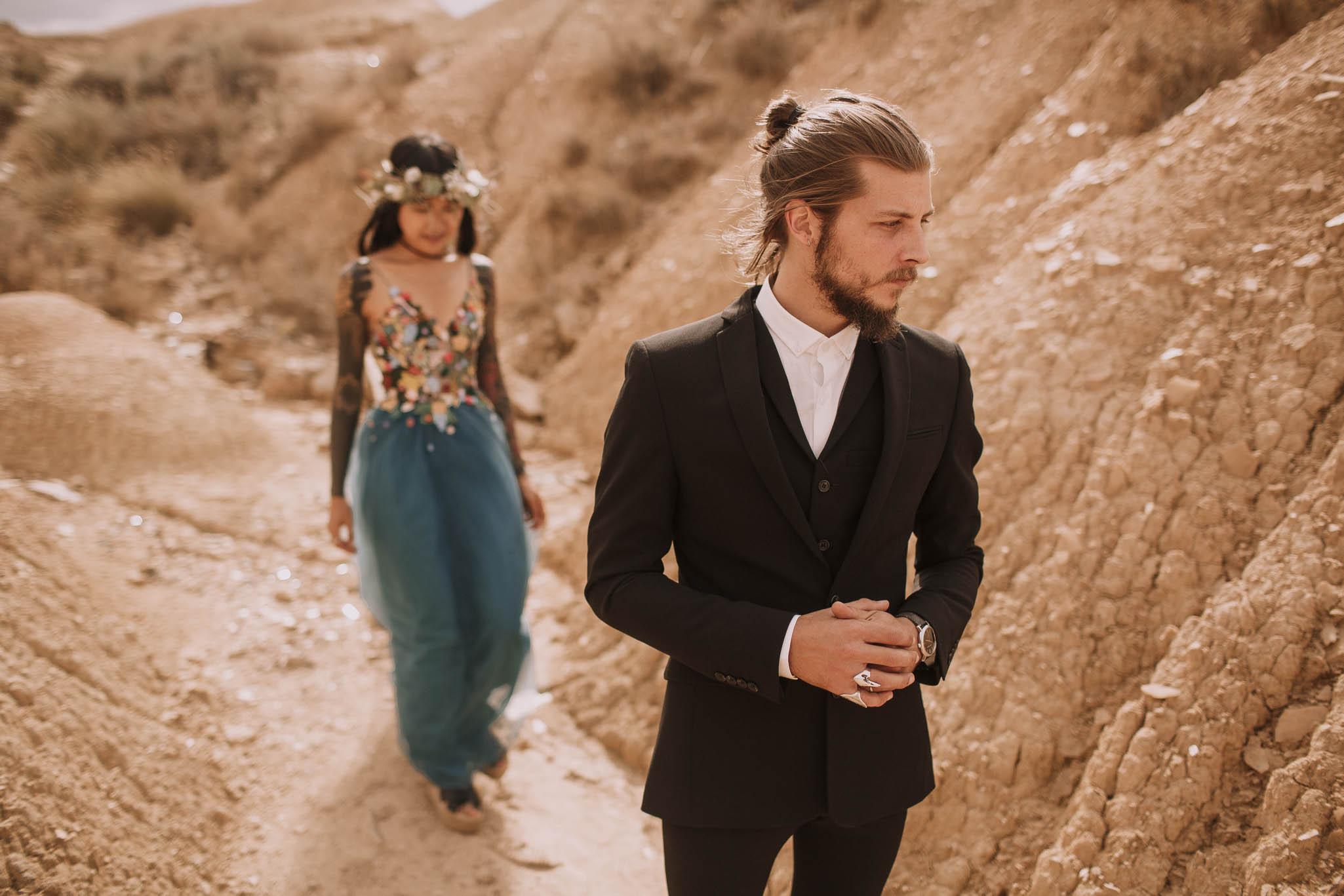 Spain-wedding-photographer-bardenas-reales-jeremy-boyer-photographe-mariage-bordeaux-floral-wedding-dress-robe-75.jpg