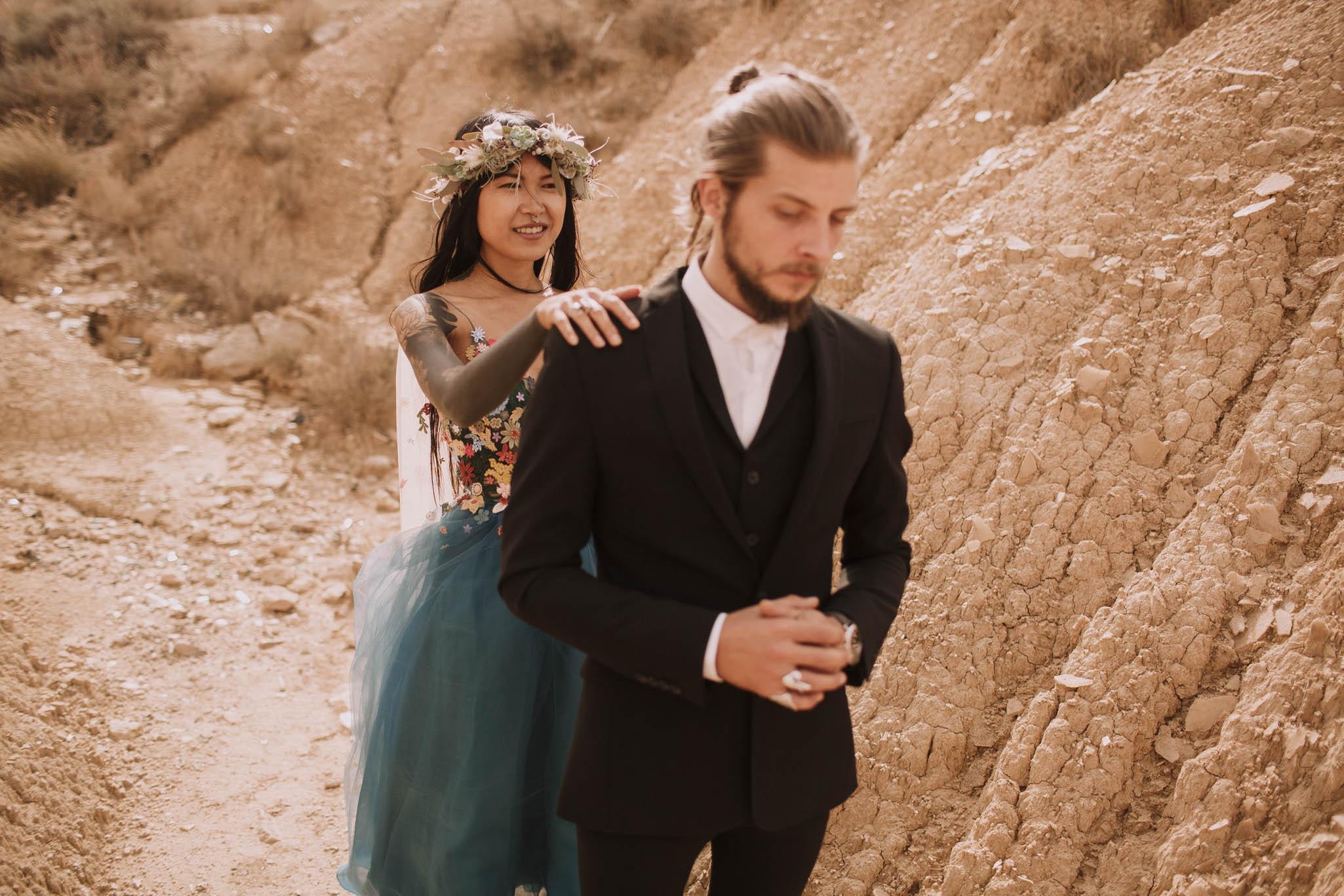 Spain-wedding-photographer-bardenas-reales-jeremy-boyer-photographe-mariage-bordeaux-floral-wedding-dress-robe-76.jpg