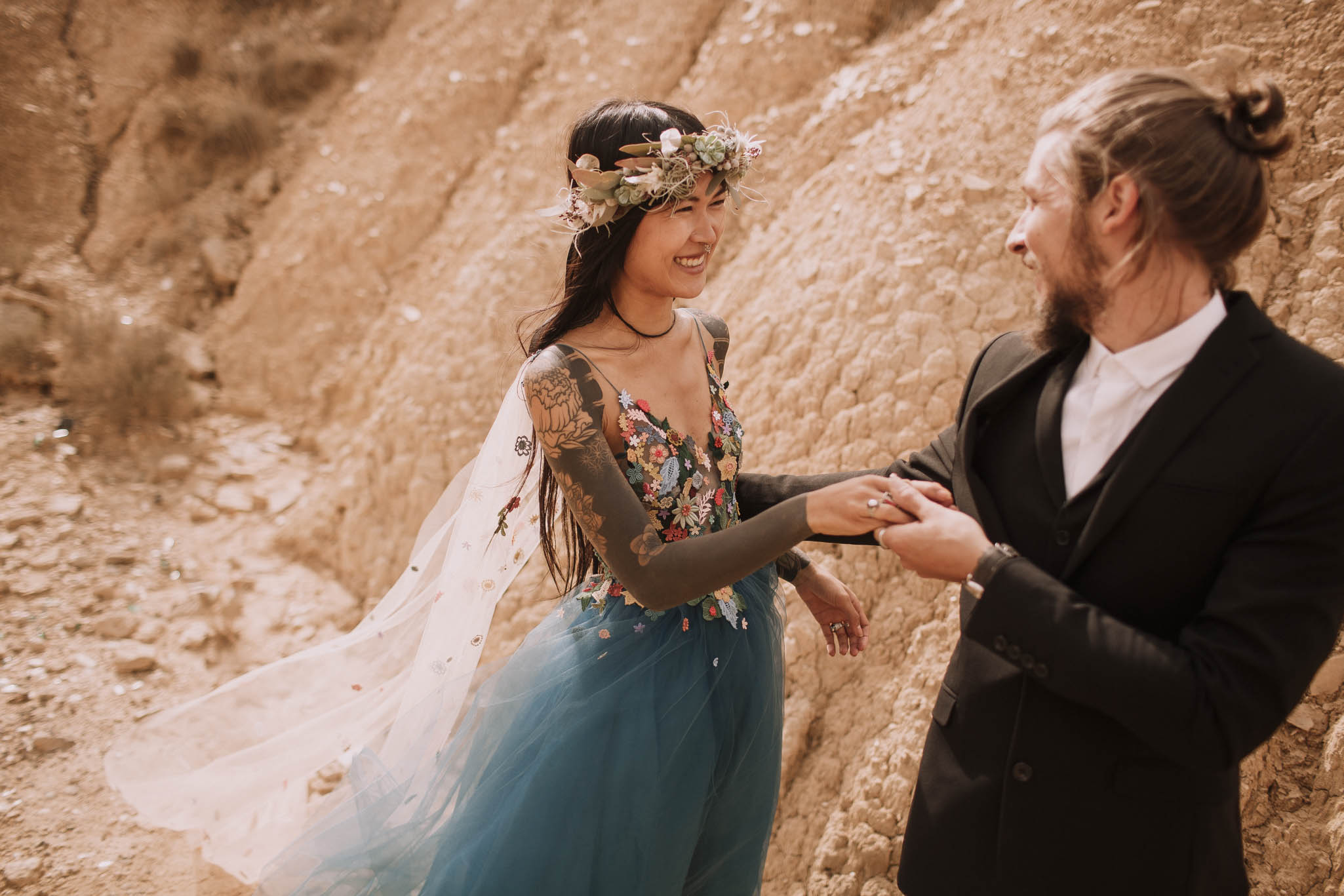 Spain-wedding-photographer-bardenas-reales-jeremy-boyer-photographe-mariage-bordeaux-floral-wedding-dress-robe-78.jpg