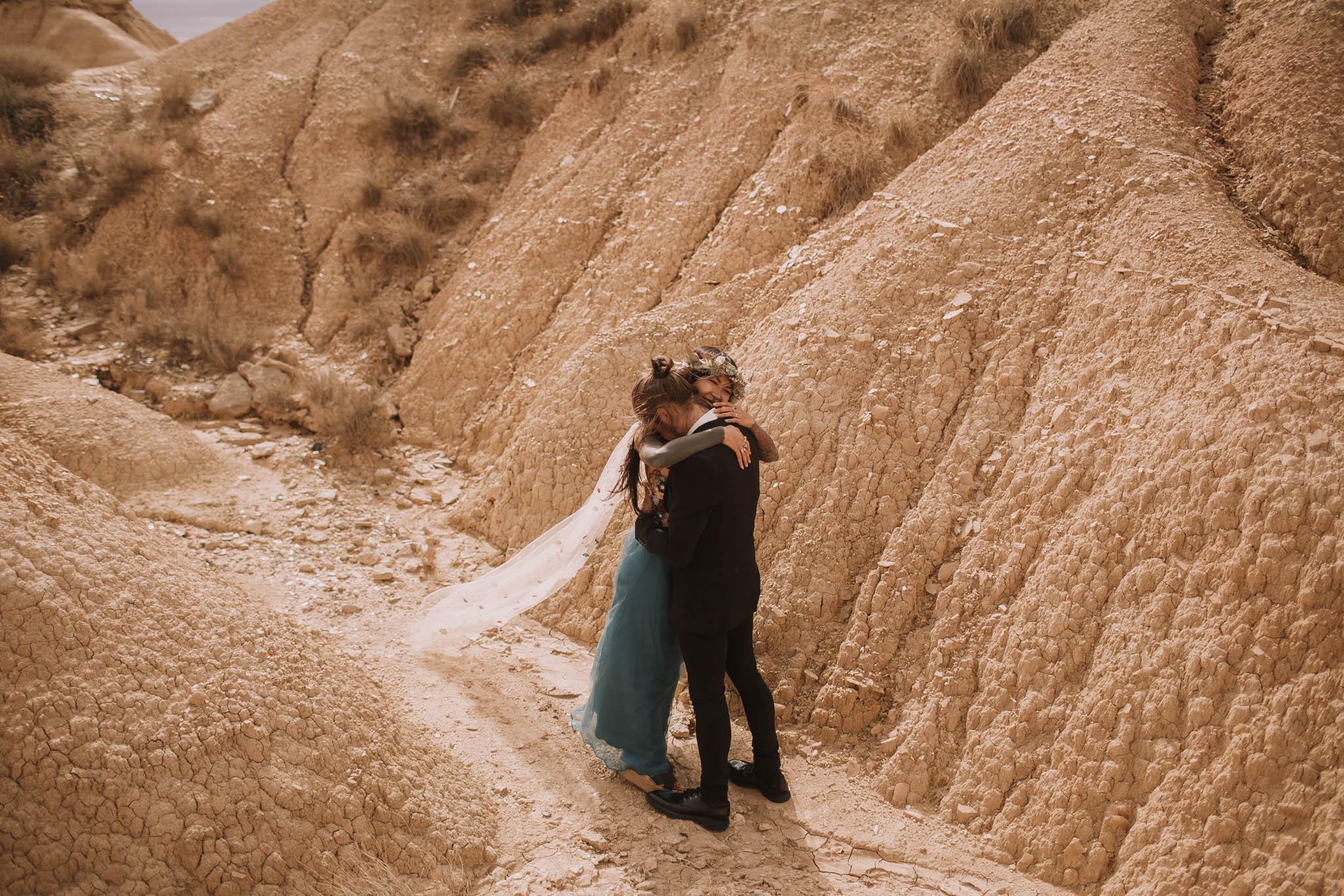 Spain-wedding-photographer-bardenas-reales-jeremy-boyer-photographe-mariage-bordeaux-floral-wedding-dress-robe-82.jpg