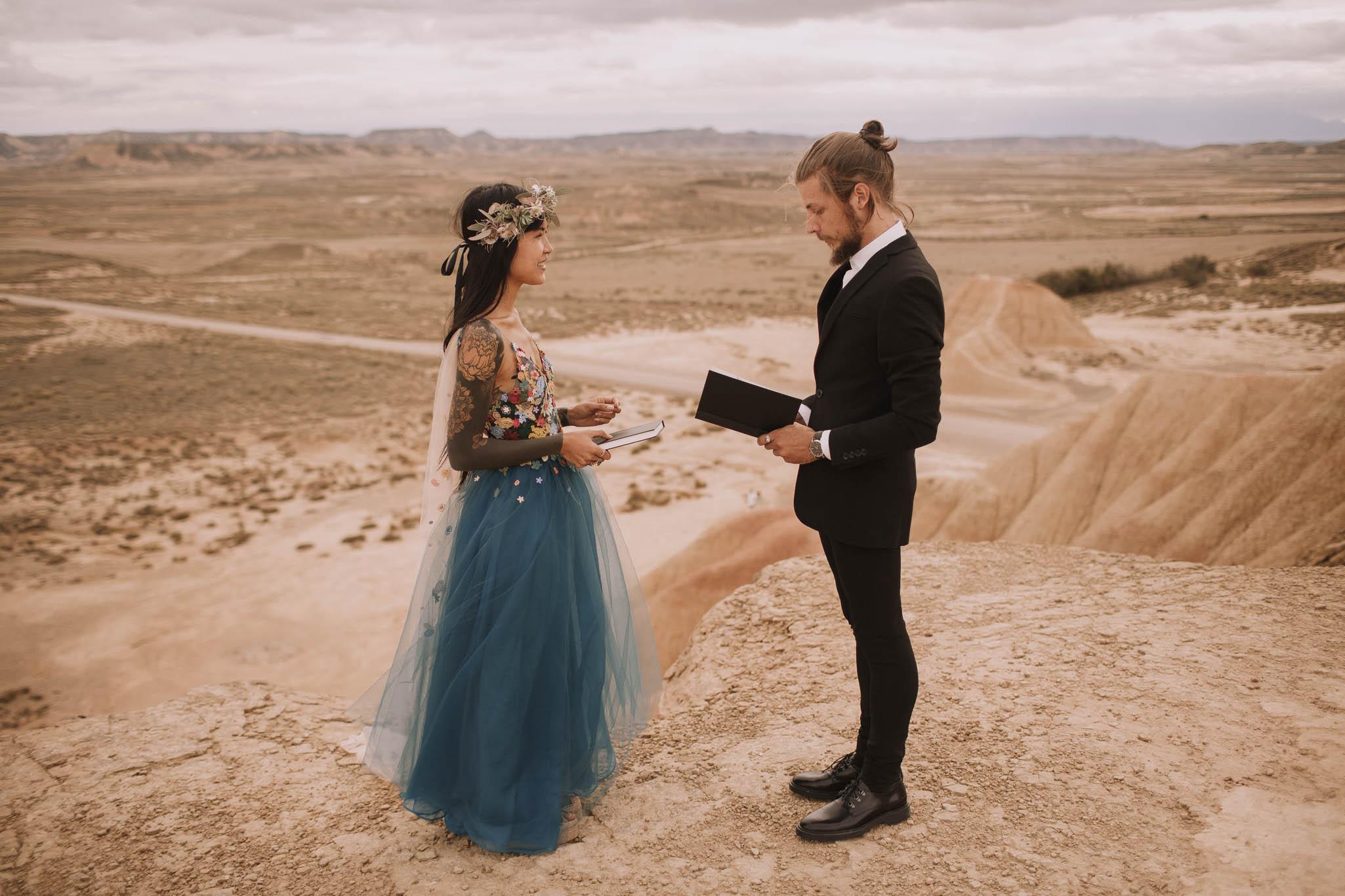 Spain-wedding-photographer-bardenas-reales-jeremy-boyer-photographe-mariage-bordeaux-floral-wedding-dress-robe-91.jpg