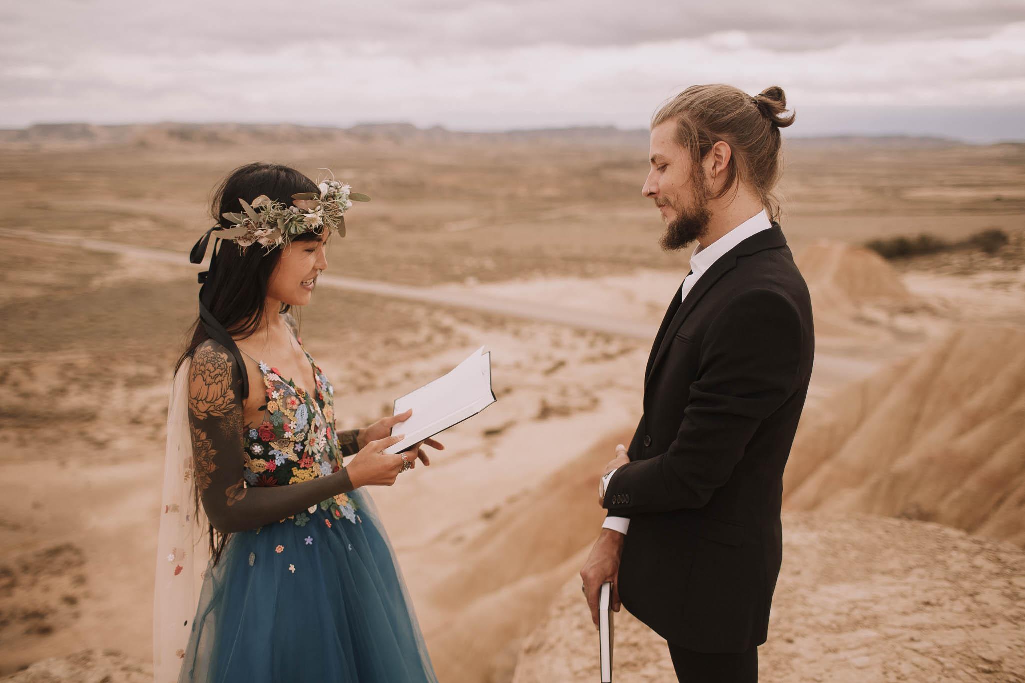 Spain-wedding-photographer-bardenas-reales-jeremy-boyer-photographe-mariage-bordeaux-floral-wedding-dress-robe-93.jpg