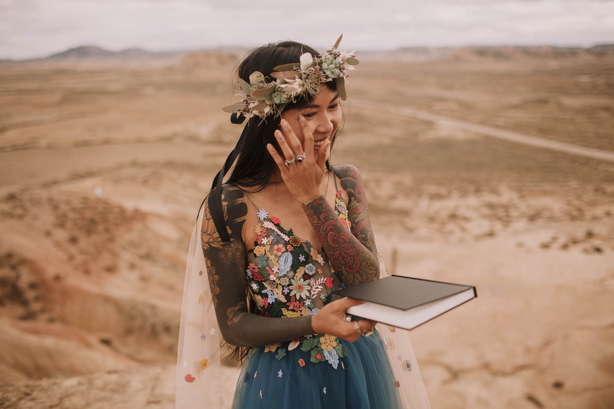 Spain-wedding-photographer-bardenas-reales-jeremy-boyer-photographe-mariage-bordeaux-floral-wedding-dress-robe-98.jpg