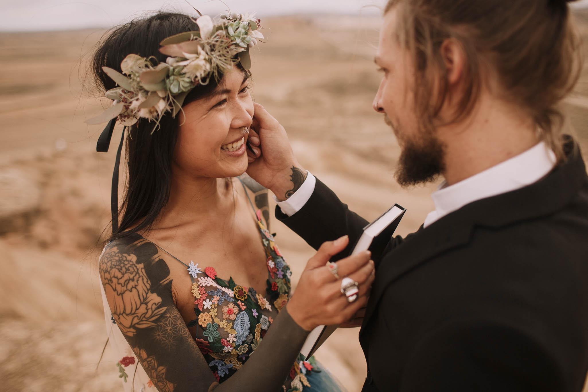 Spain-wedding-photographer-bardenas-reales-jeremy-boyer-photographe-mariage-bordeaux-floral-wedding-dress-robe-99.jpg