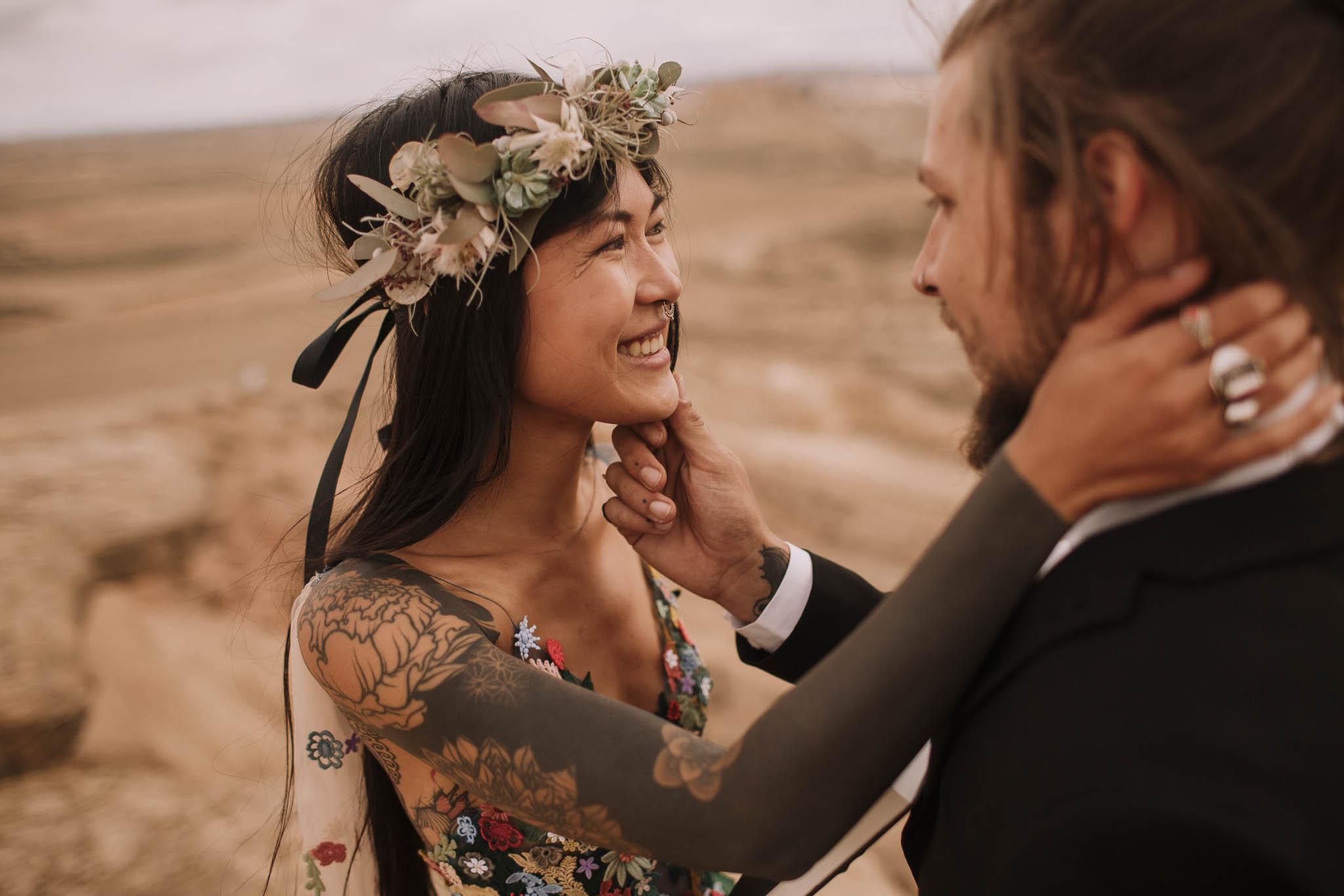 Spain-wedding-photographer-bardenas-reales-jeremy-boyer-photographe-mariage-bordeaux-floral-wedding-dress-robe-102.jpg