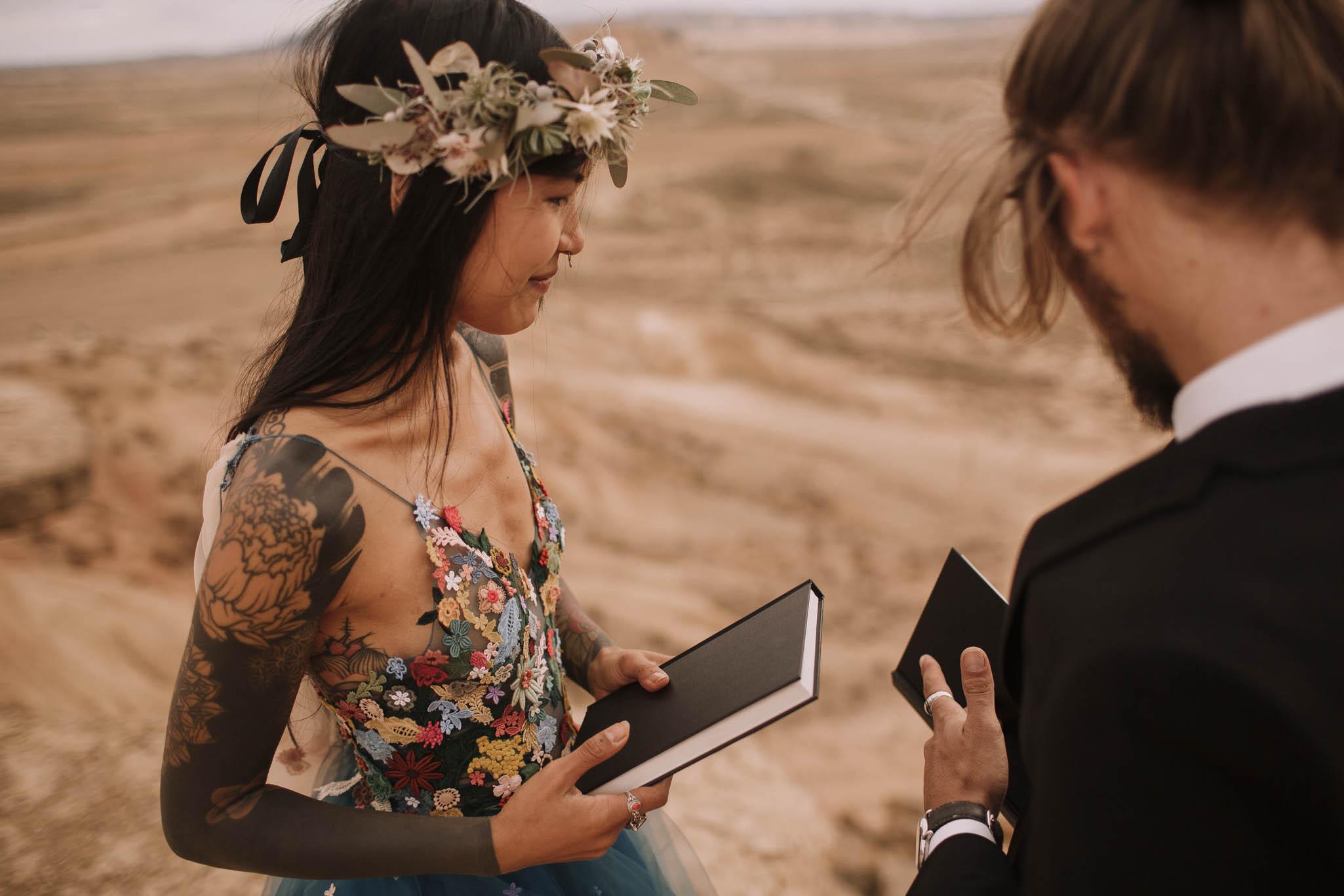 Spain-wedding-photographer-bardenas-reales-jeremy-boyer-photographe-mariage-bordeaux-floral-wedding-dress-robe-103.jpg