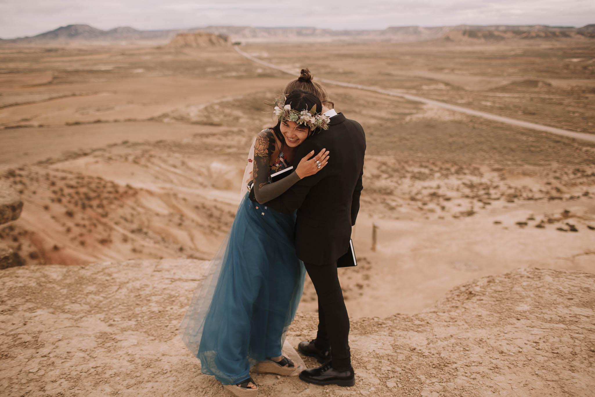 Spain-wedding-photographer-bardenas-reales-jeremy-boyer-photographe-mariage-bordeaux-floral-wedding-dress-robe-106.jpg