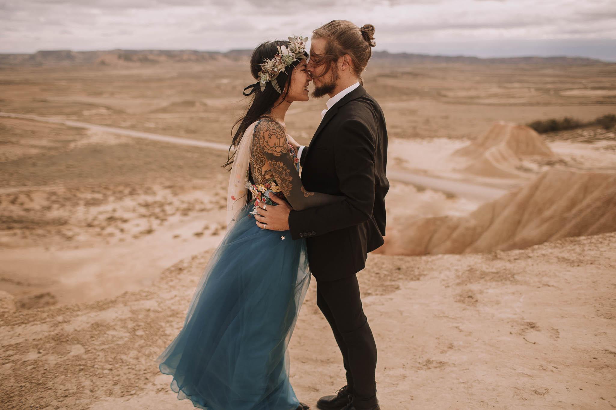 Spain-wedding-photographer-bardenas-reales-jeremy-boyer-photographe-mariage-bordeaux-floral-wedding-dress-robe-107.jpg