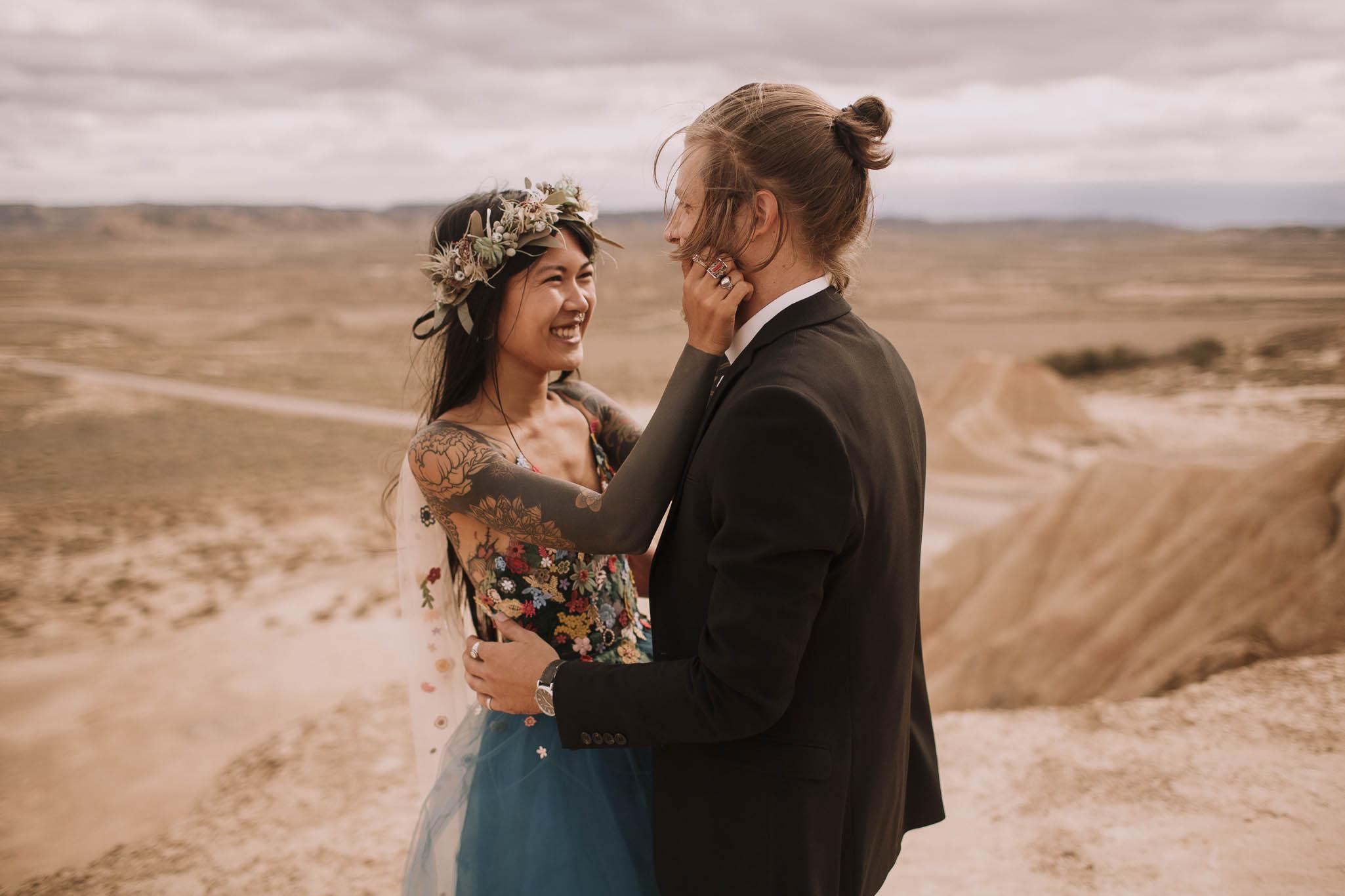 Spain-wedding-photographer-bardenas-reales-jeremy-boyer-photographe-mariage-bordeaux-floral-wedding-dress-robe-110.jpg