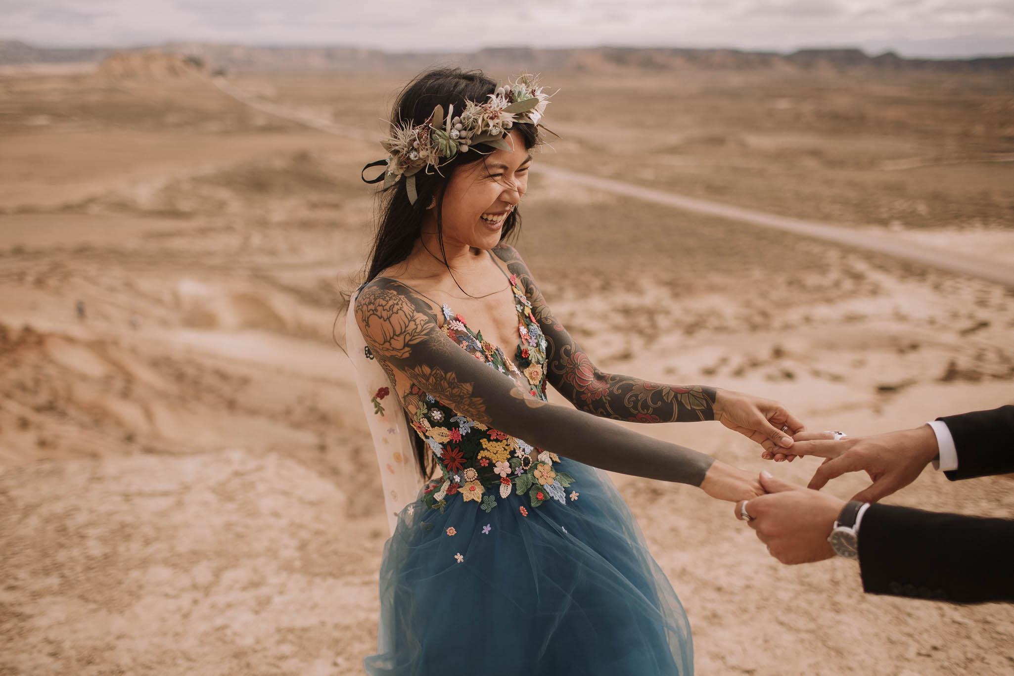 Spain-wedding-photographer-bardenas-reales-jeremy-boyer-photographe-mariage-bordeaux-floral-wedding-dress-robe-109.jpg